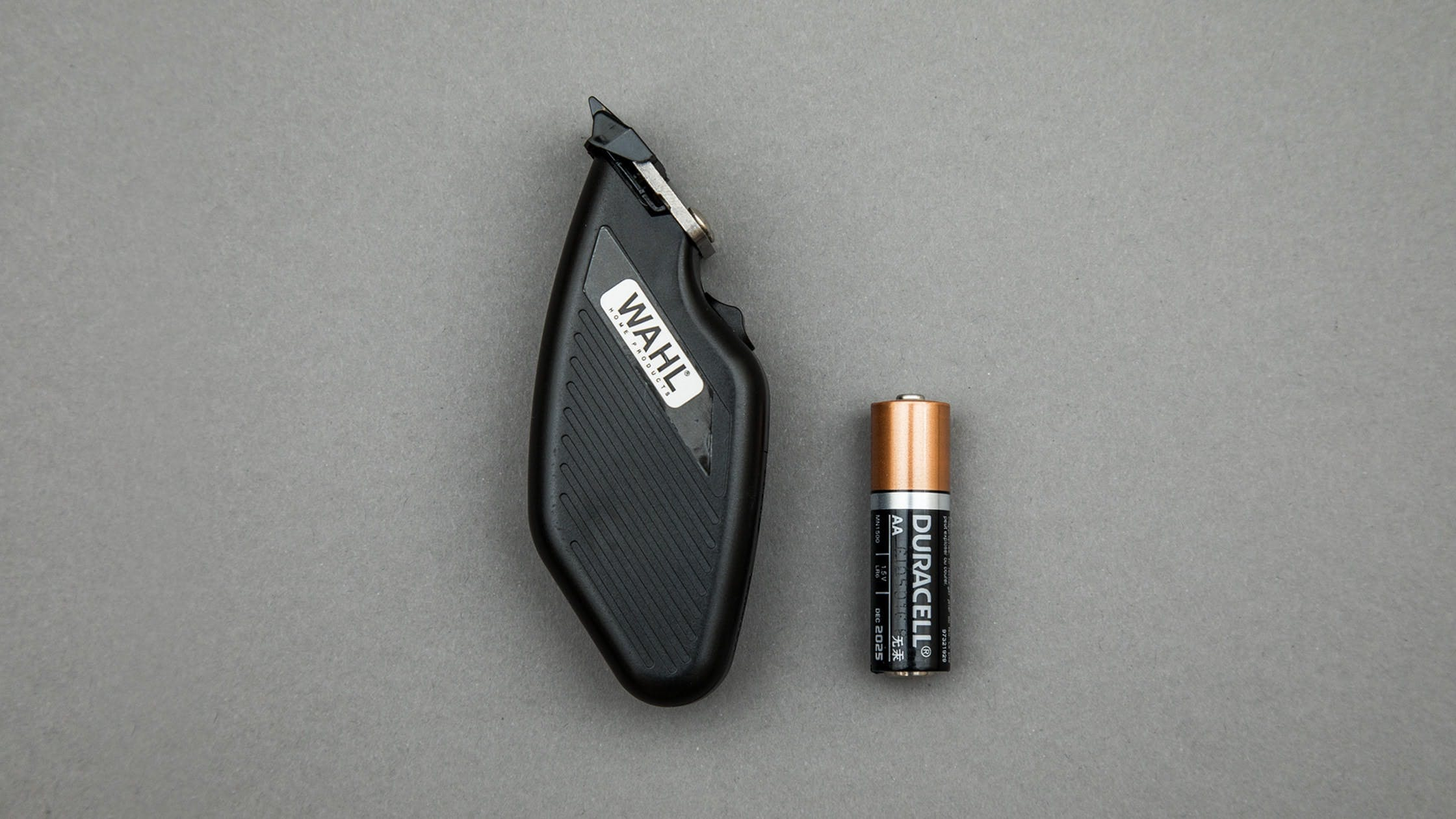 The WAHL Compact Travel Trimmer and a AA Battery