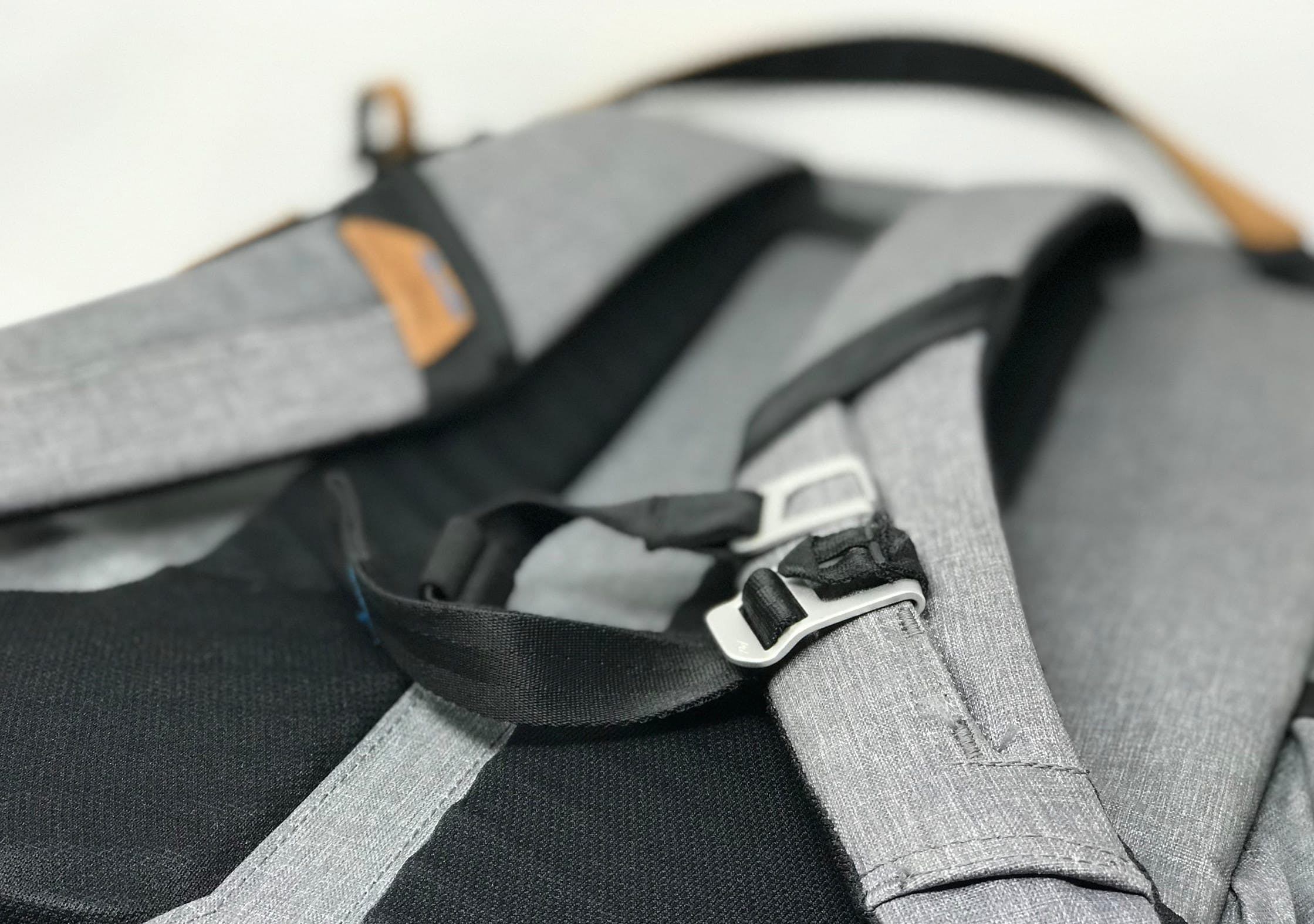 Peak Design Everyday Backpack sternum strap.