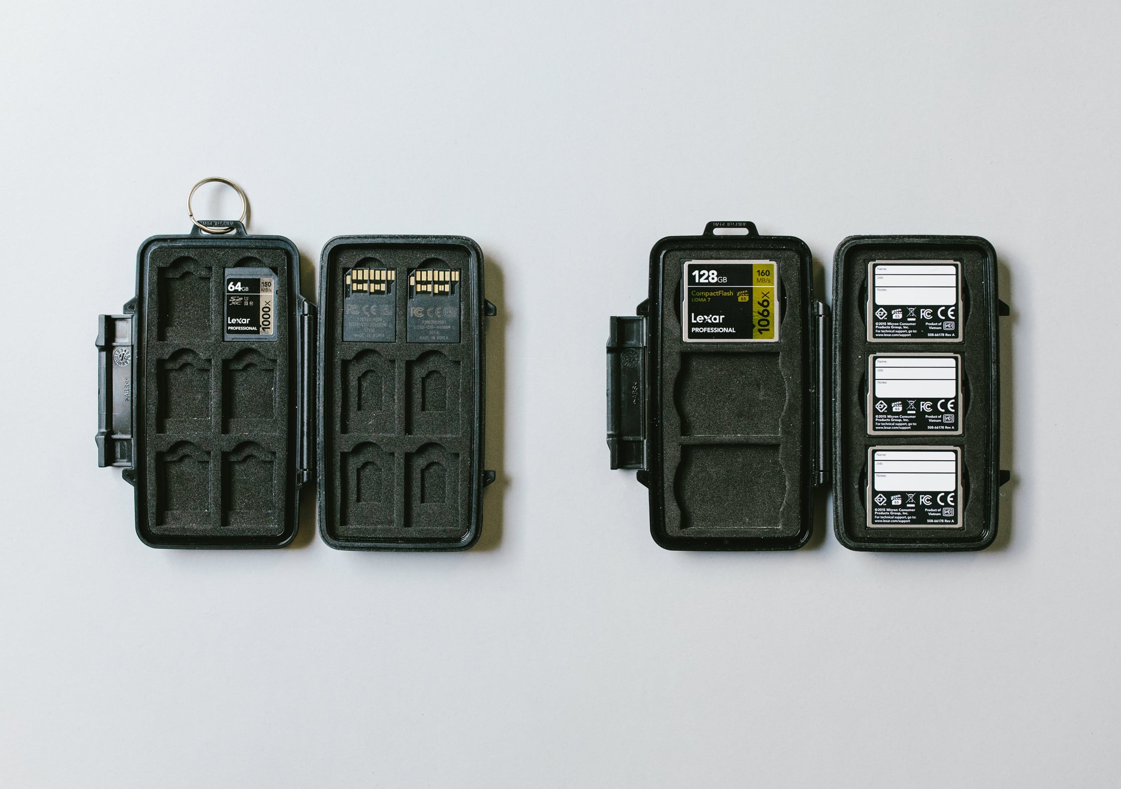 Pelican 0915 (left) and 0945 (right) Memory Card Case Interior Comparison
