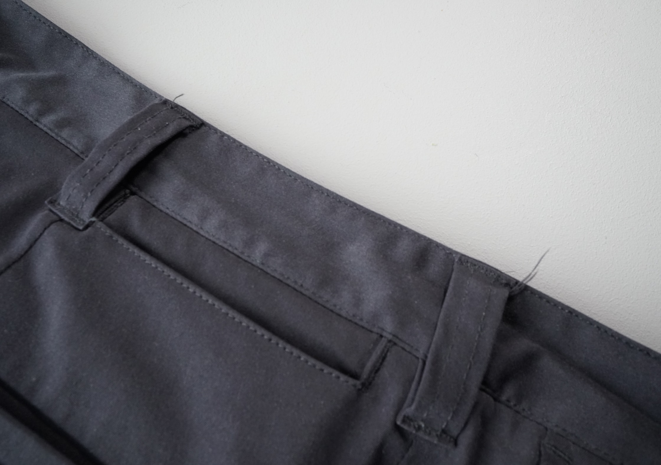 Bluffworks Chino Tailored Fit Loose Threads