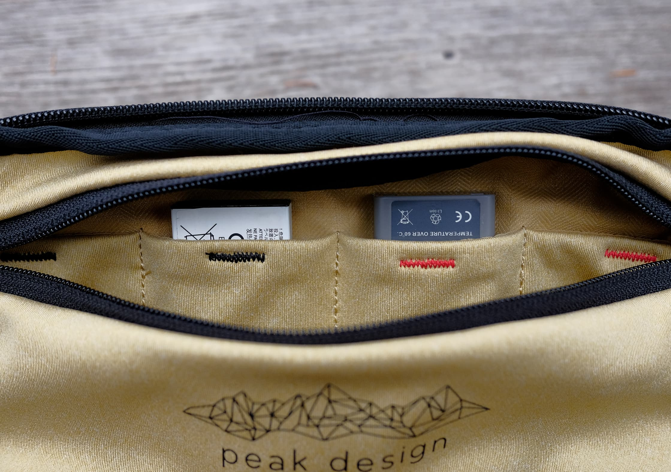 Peak Design Everyday Sling 5L Fresh-Dead Batteries