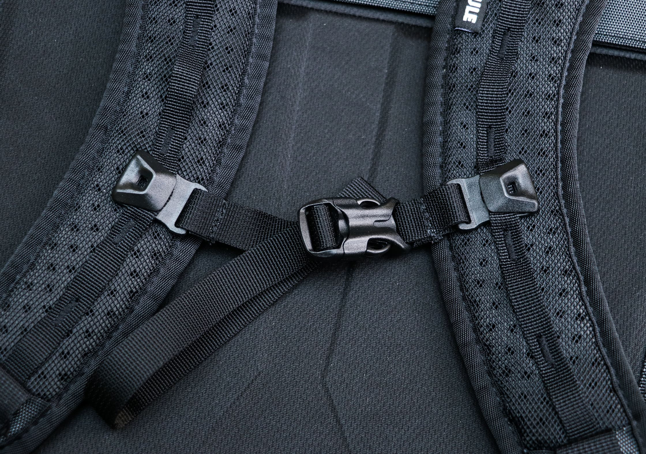 Sternum Strap on the Thule Subterra 34L