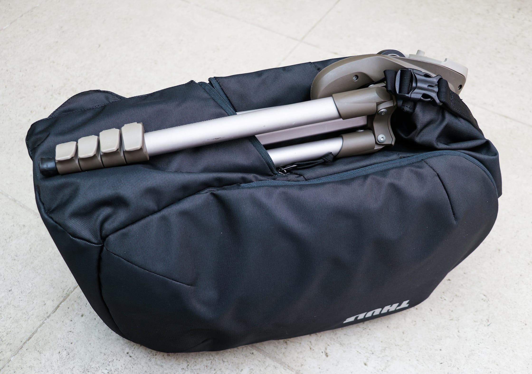 Attaching a Tripod to the Thule Subterra 34L