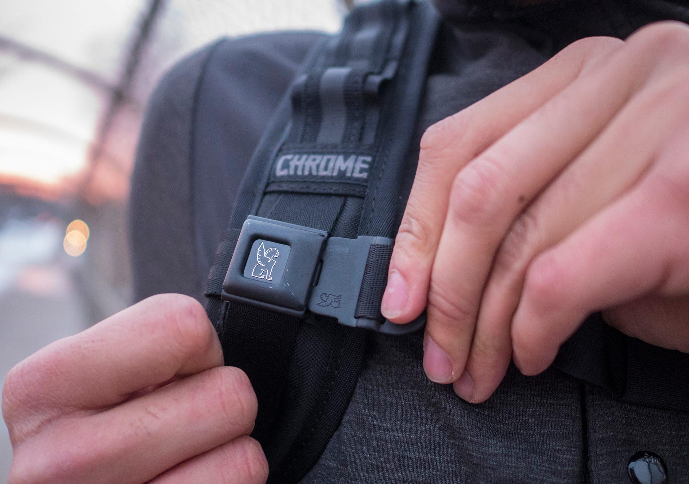 Chrome Niko Sternum Strap