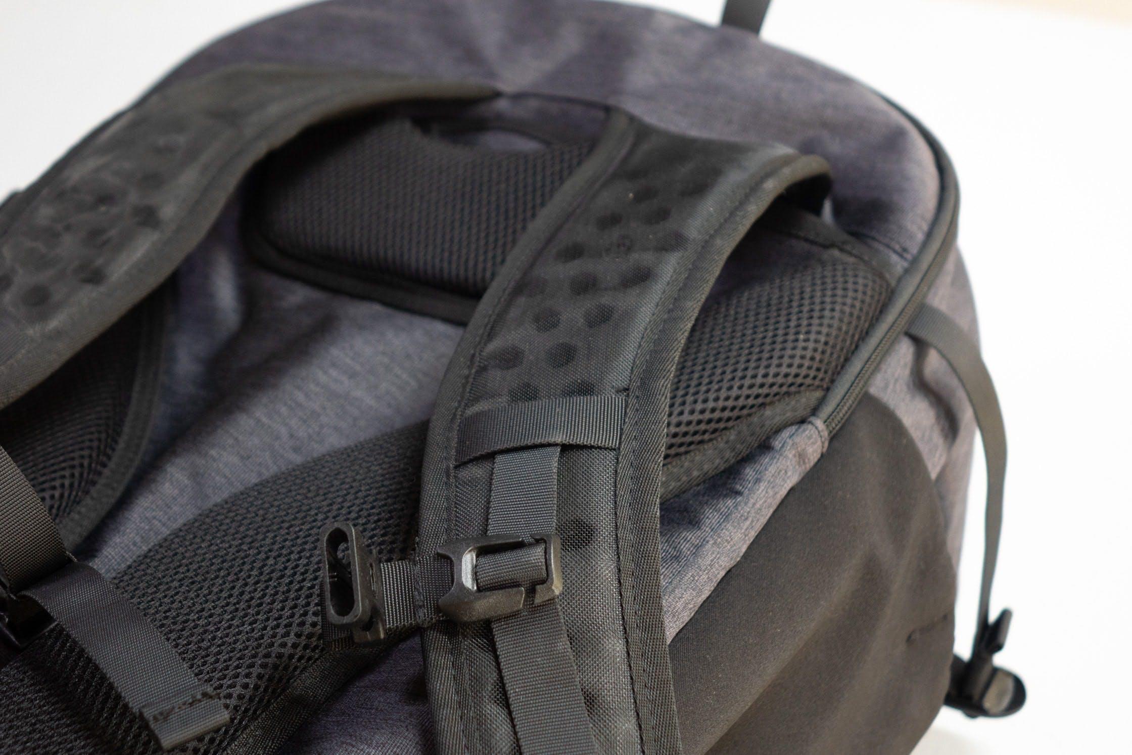 Tortuga Setou Shoulder Straps & Padded Back Panel