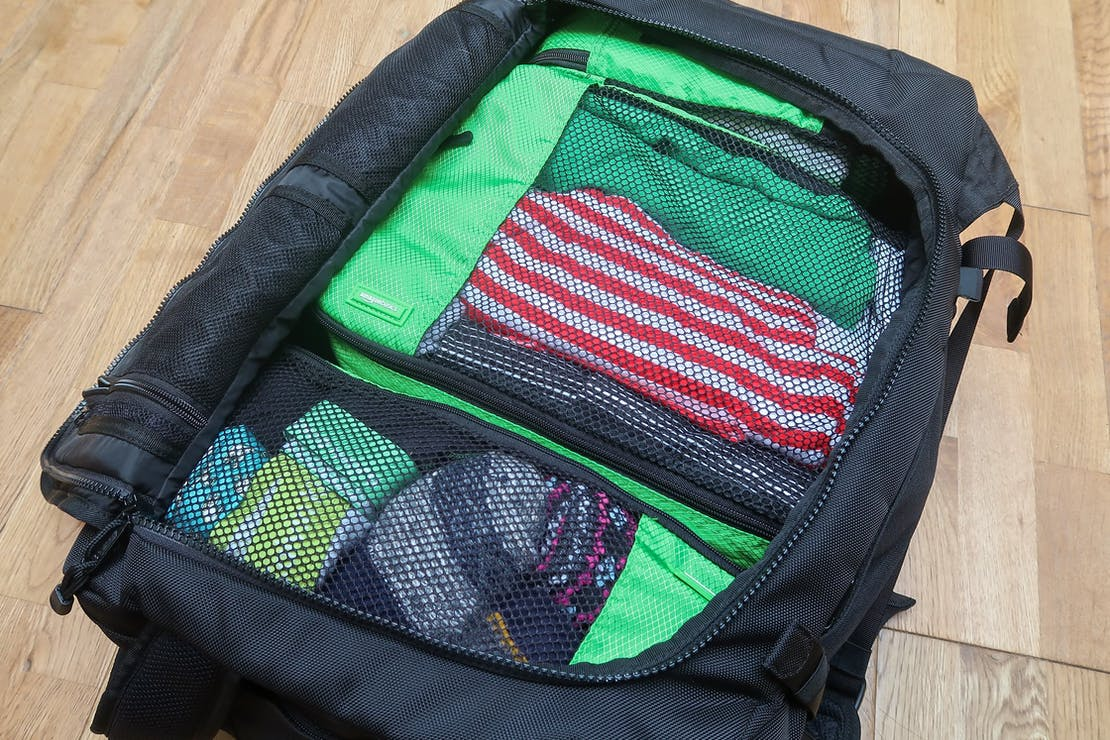 AmazonBasics Packing Cubes in a 41L Sandqvist Zack Backpack