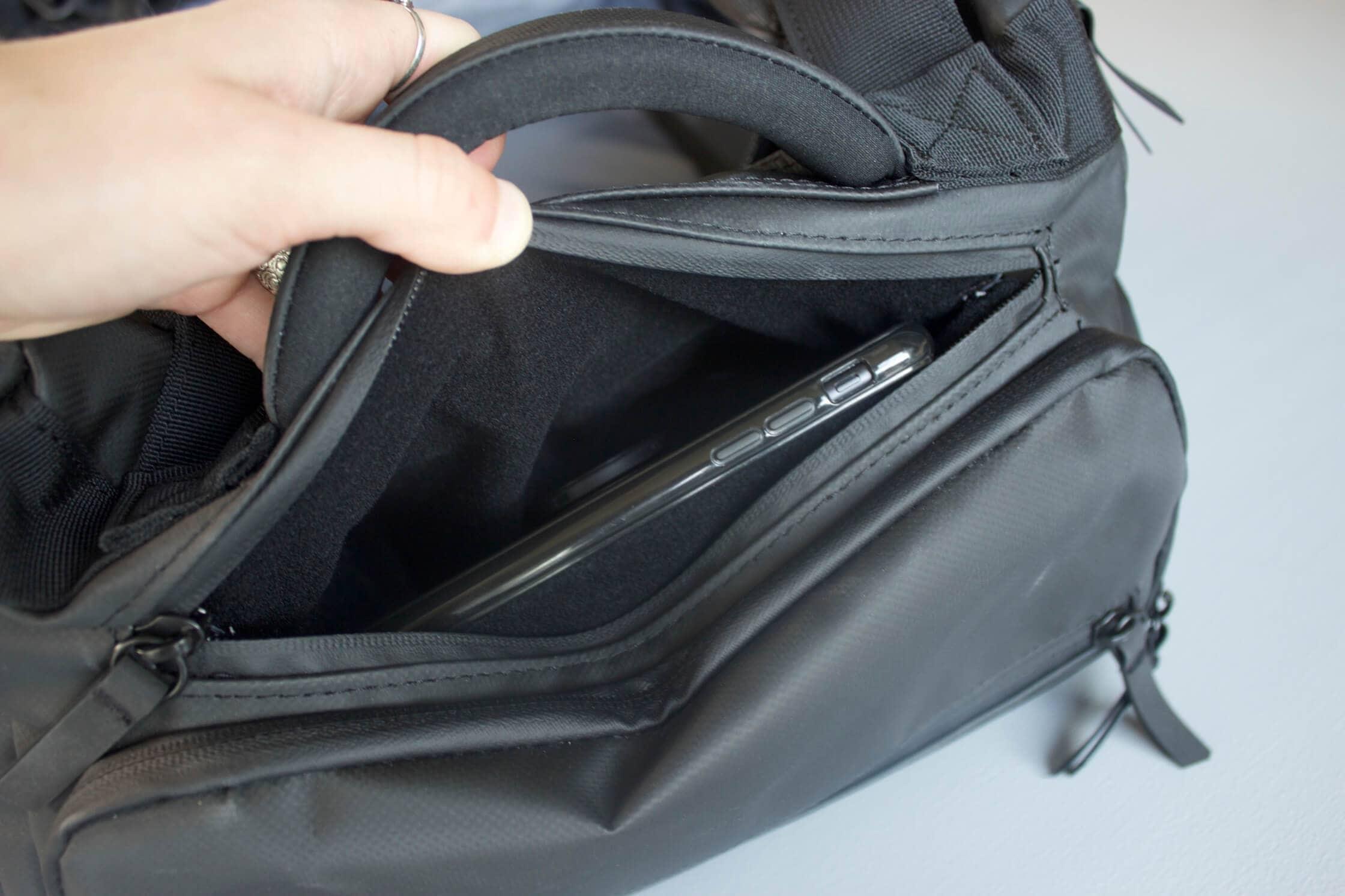 NOMATIC Travel Bag Felt-Lined Easy Access Pocket