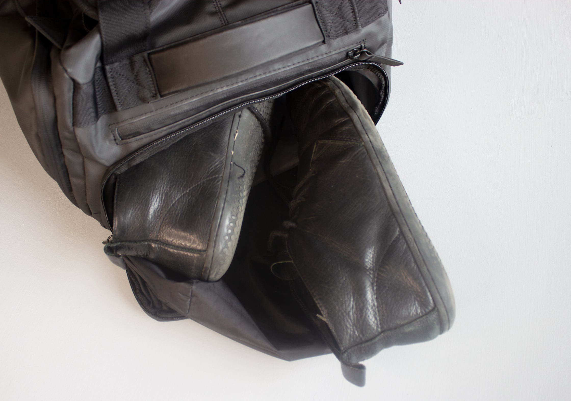 NOMATIC Travel Bag Shoe Compartment