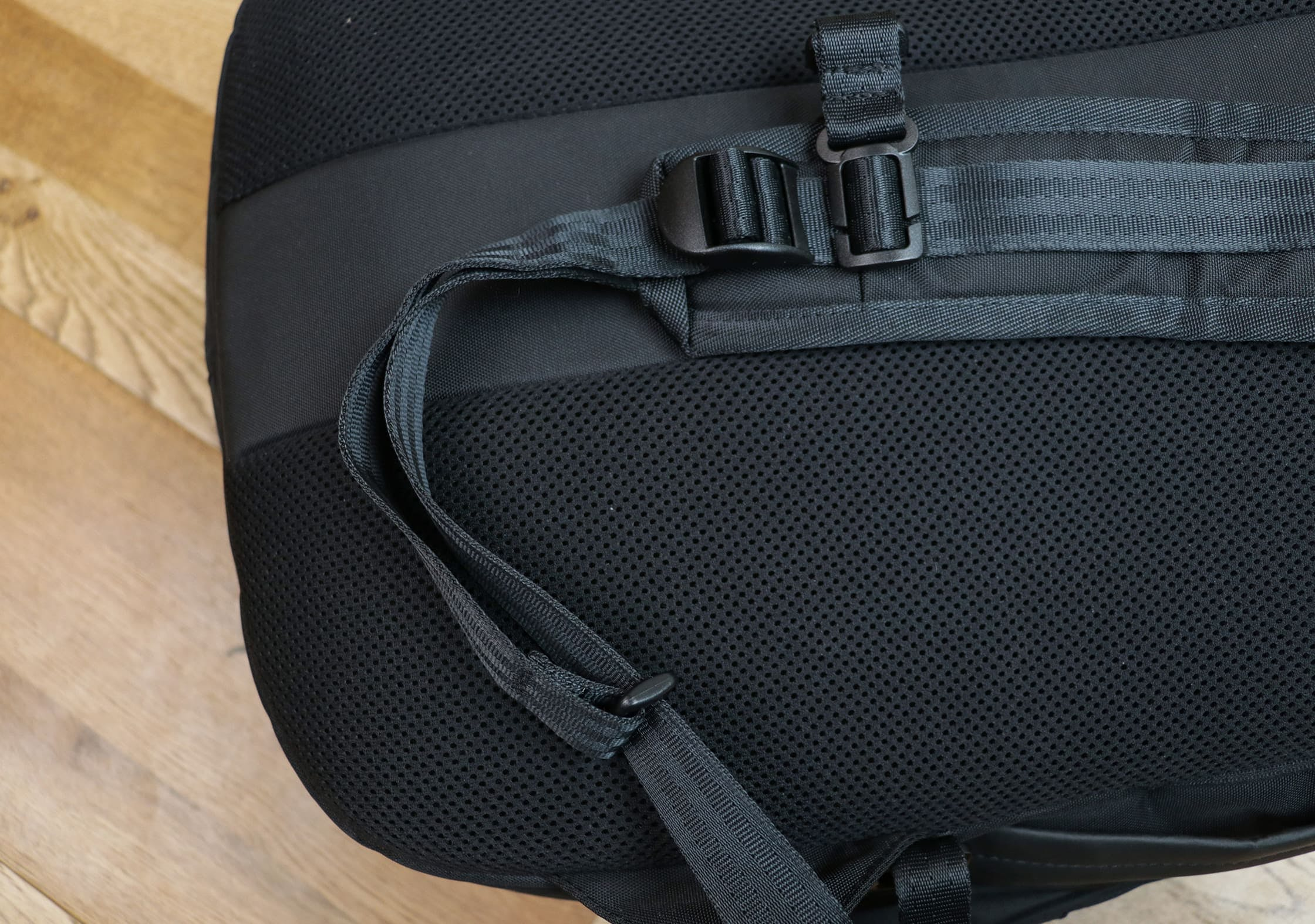 OPPOSETHIS Invisible Carry-On Shoulder Strap Keeper System