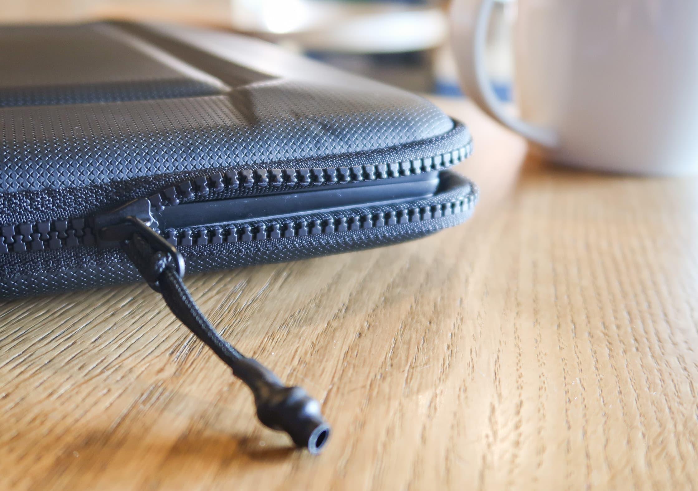 YKK #5 Vislon Zip On The Thule Gauntlet 3.0 Laptop Sleeve