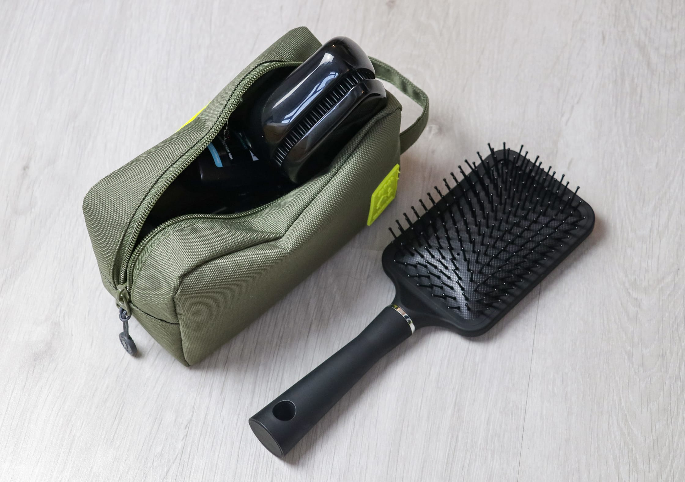 Tangle Teezer Compact Styler In A Dopp Kit