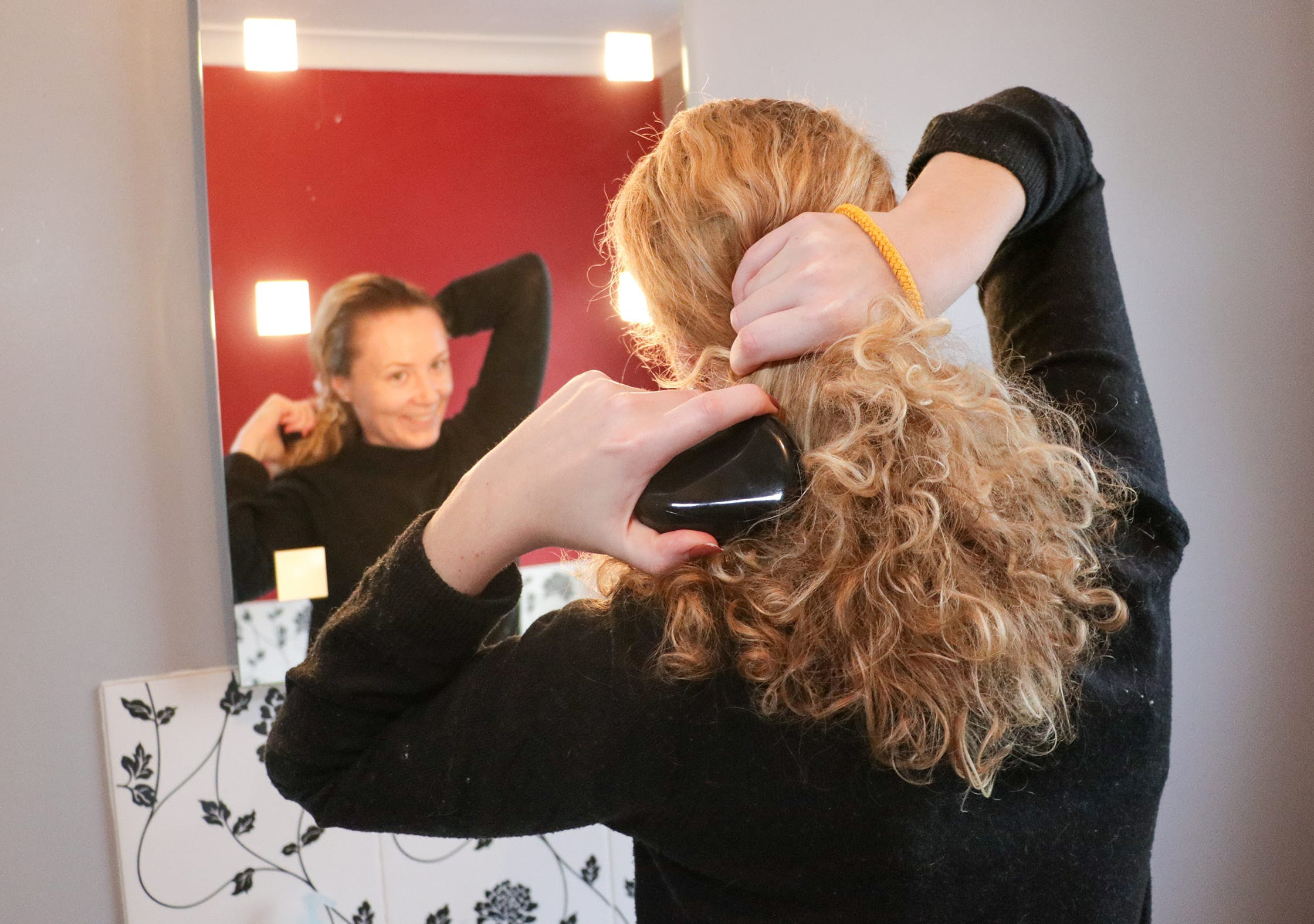 Using The Tangle Teezer Compact Styler