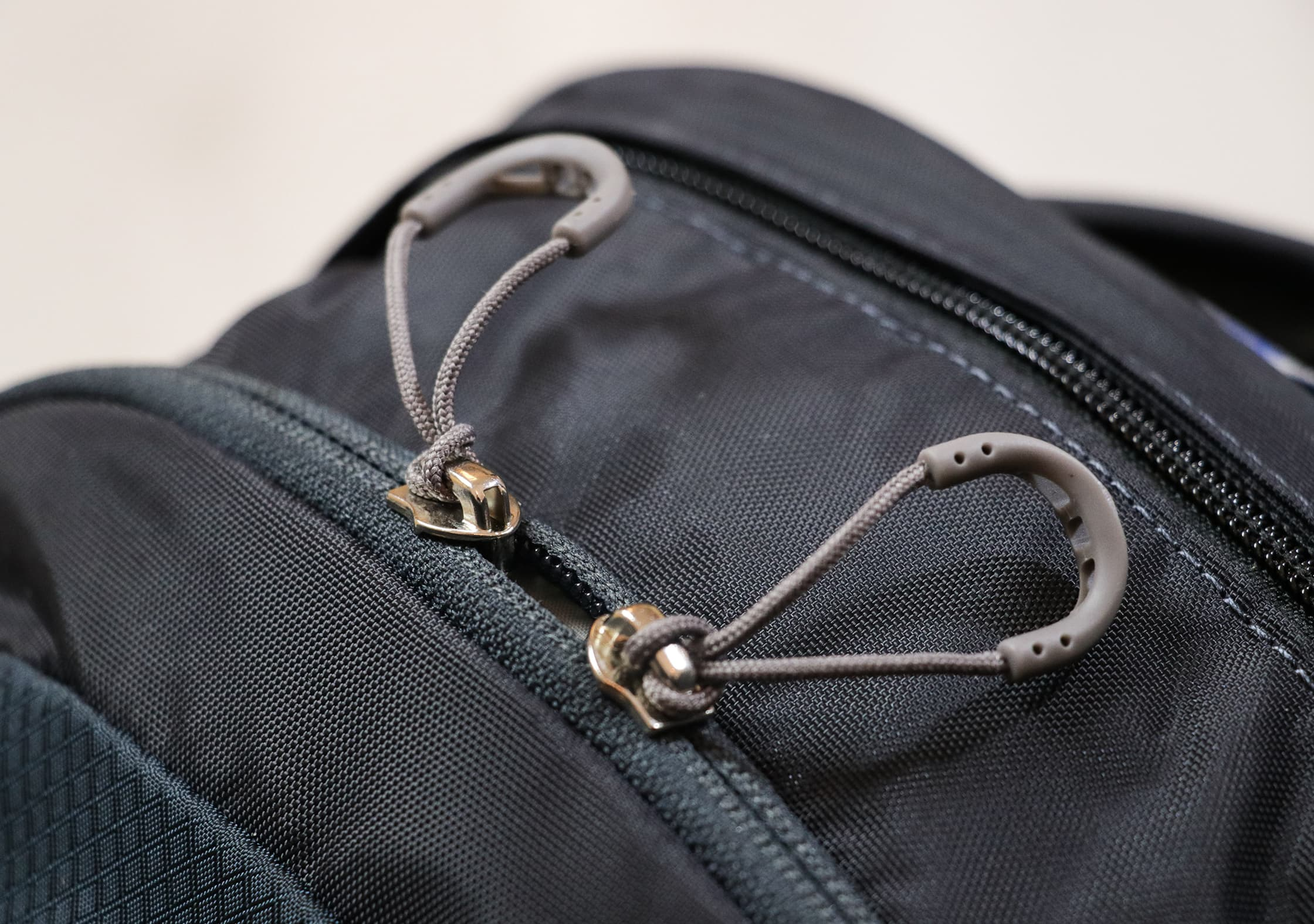 YKK Zippers & Plastic Zipper Pulls On The Osprey Daylite