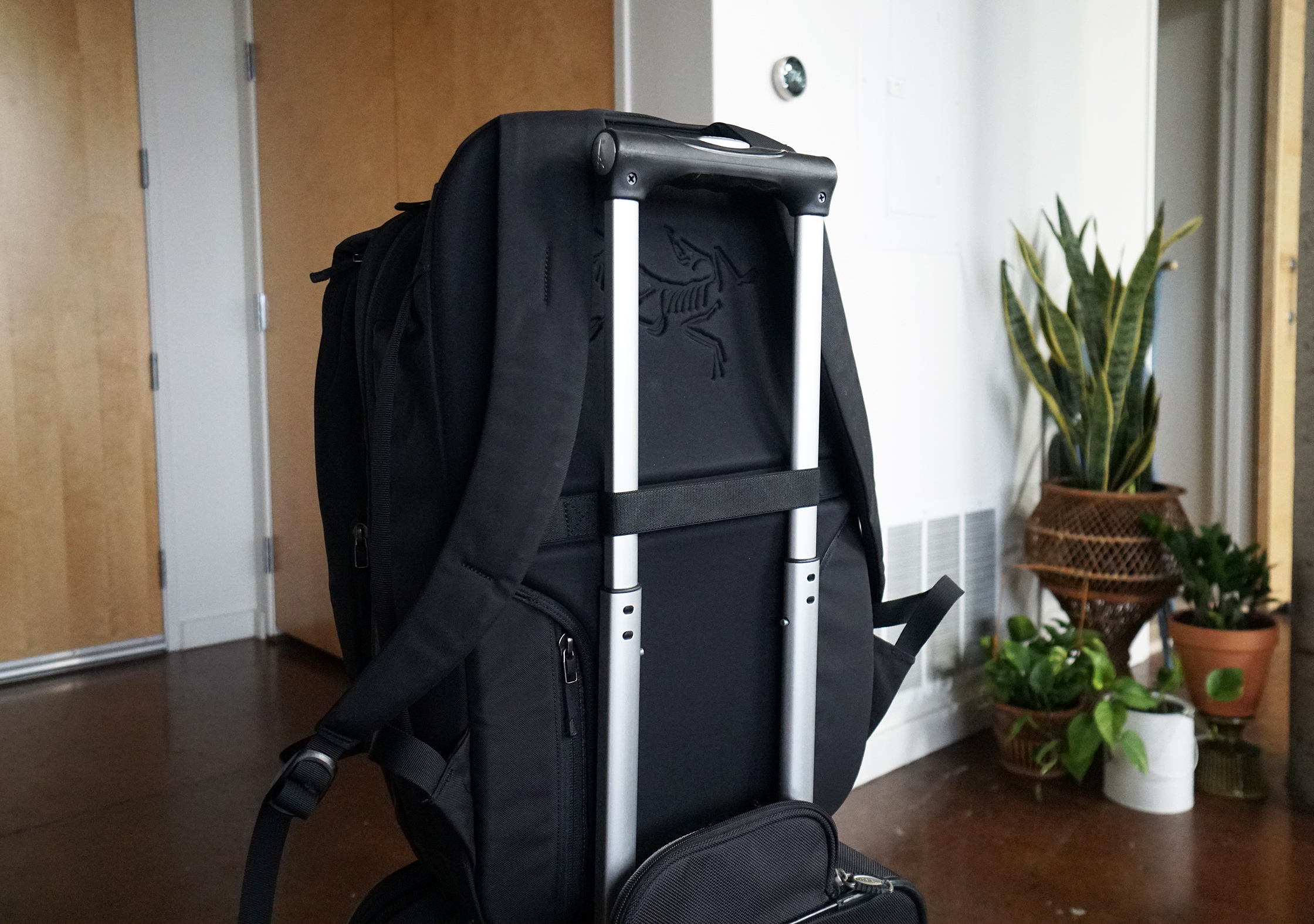 Arc'teryx Blade 28 Backpack Luggage Pass-through
