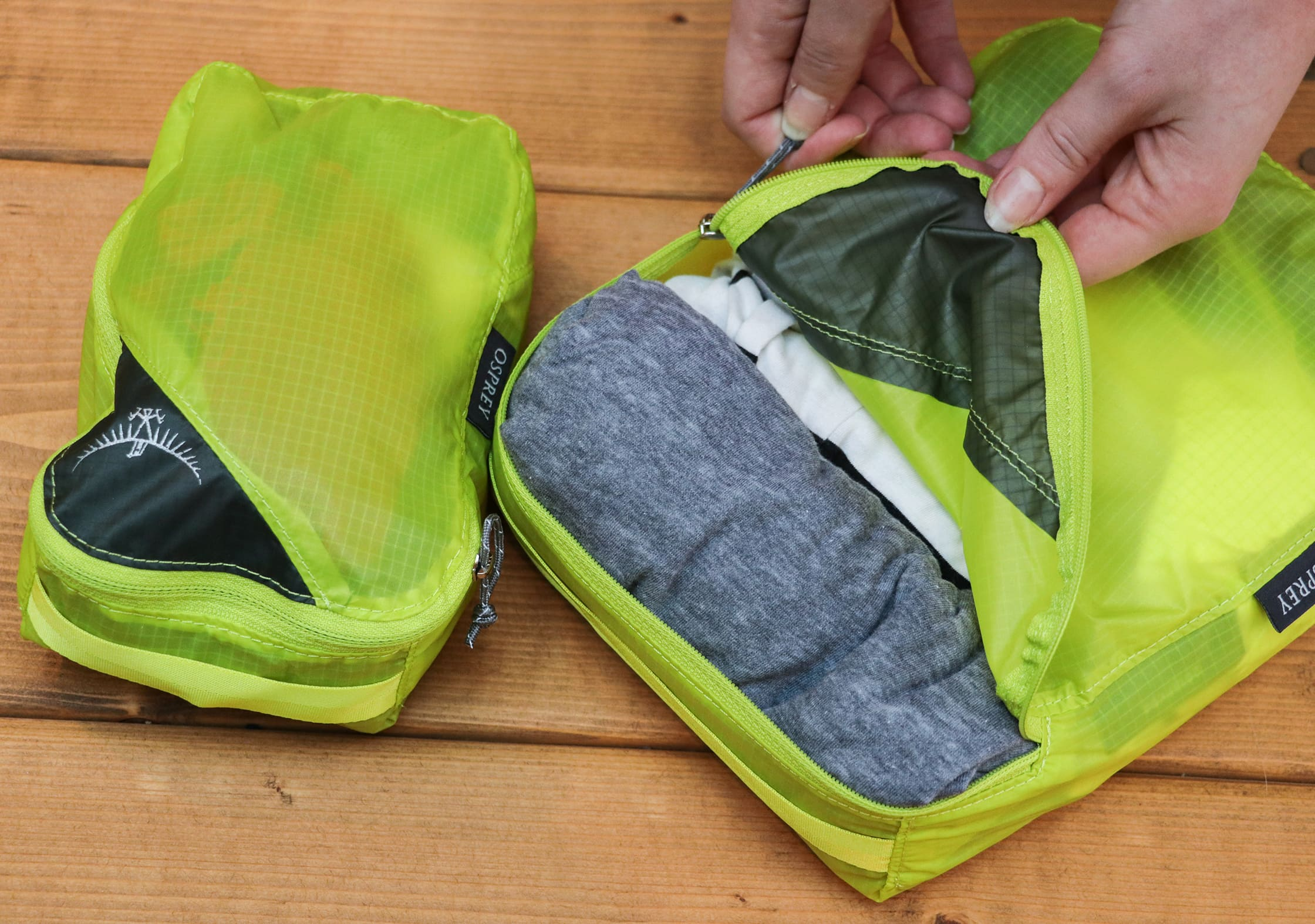 Opening The Medium Osprey Ultralight Packing Cube