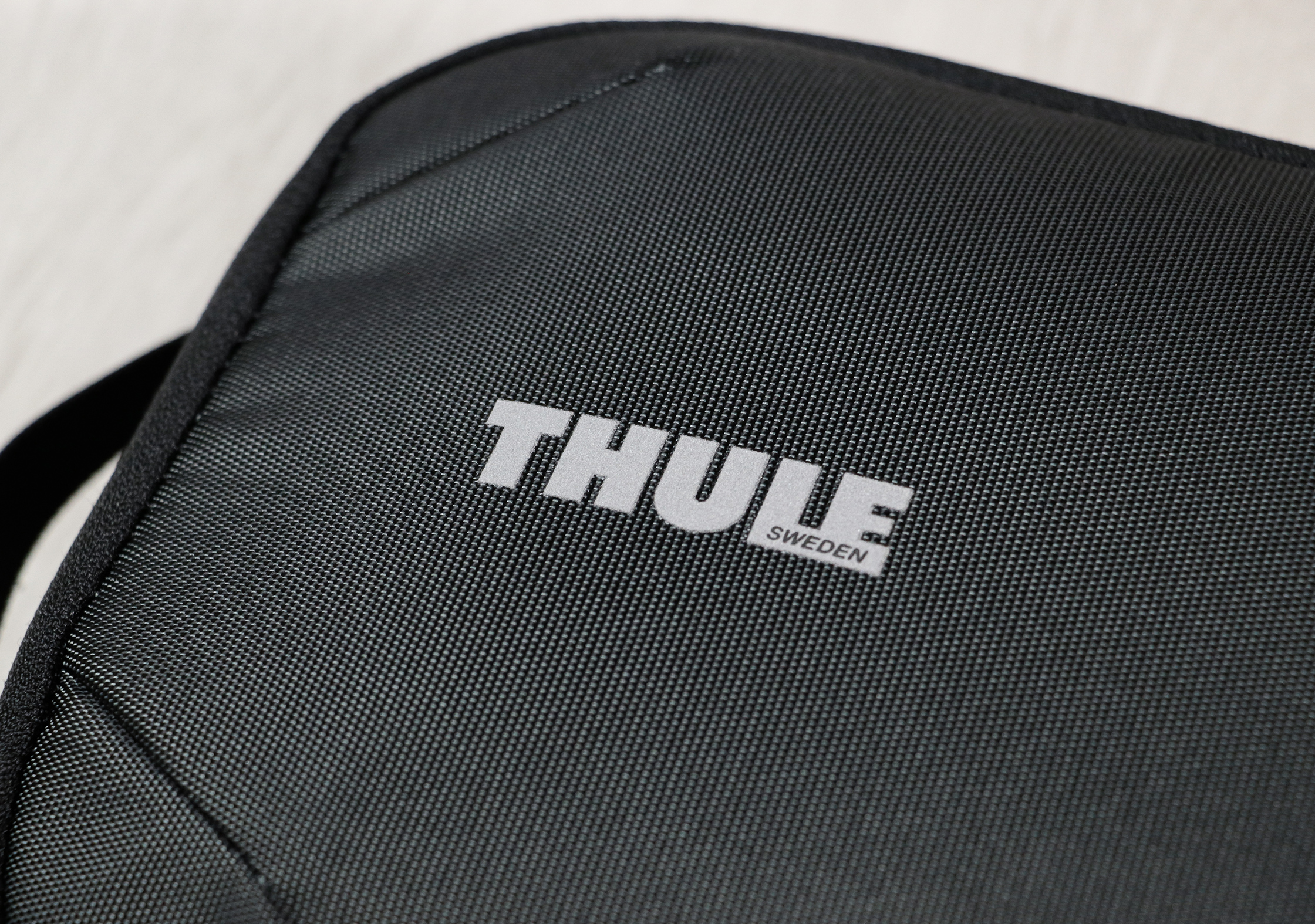 Thule Subterra Powershuttle Plus Branding