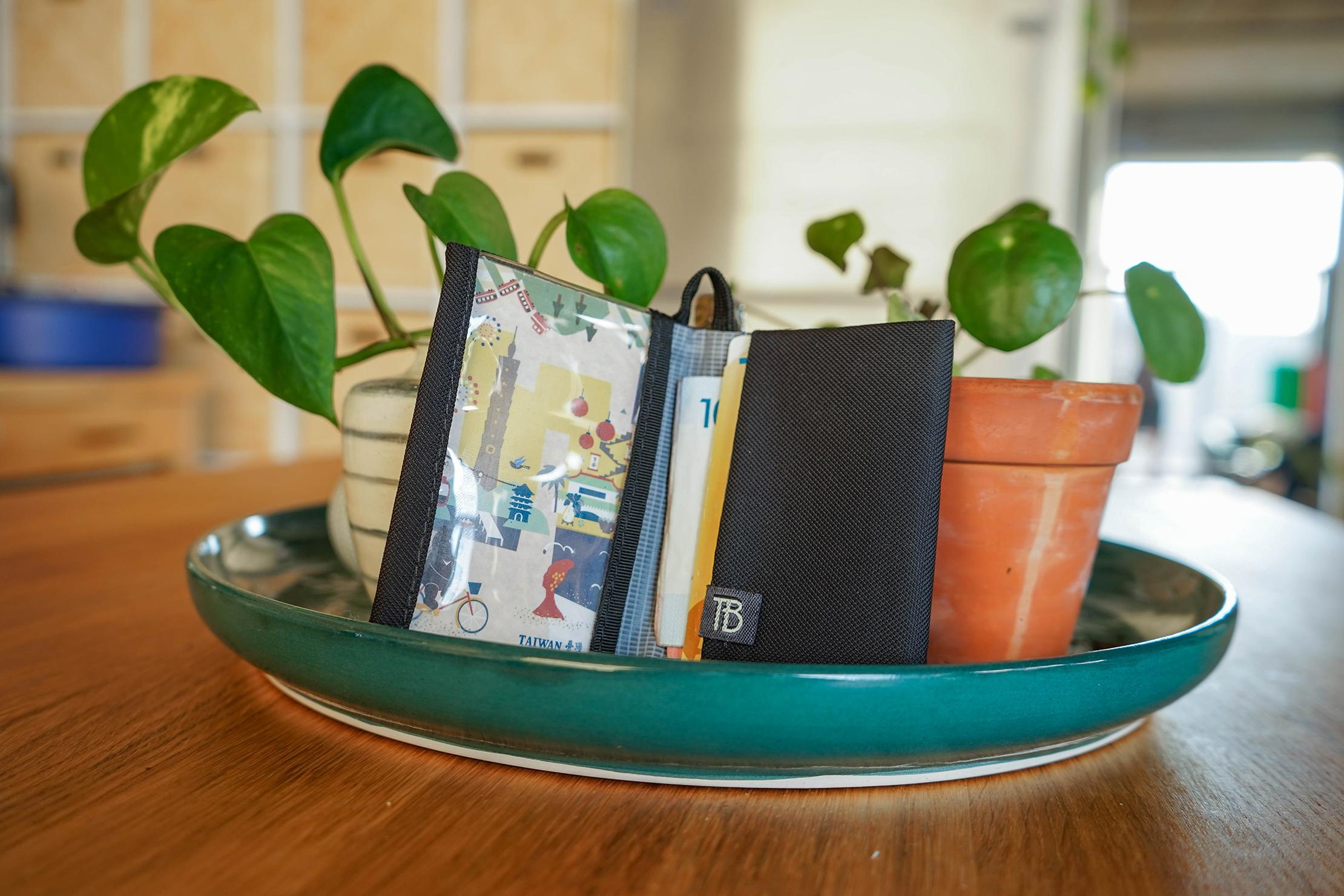 Tom Bihn Nik's Minimalist Wallet In Detroit