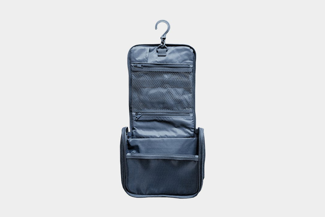 Muji Hanging Travel Case Review