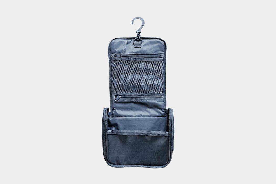 Muji Hanging Travel Case Review