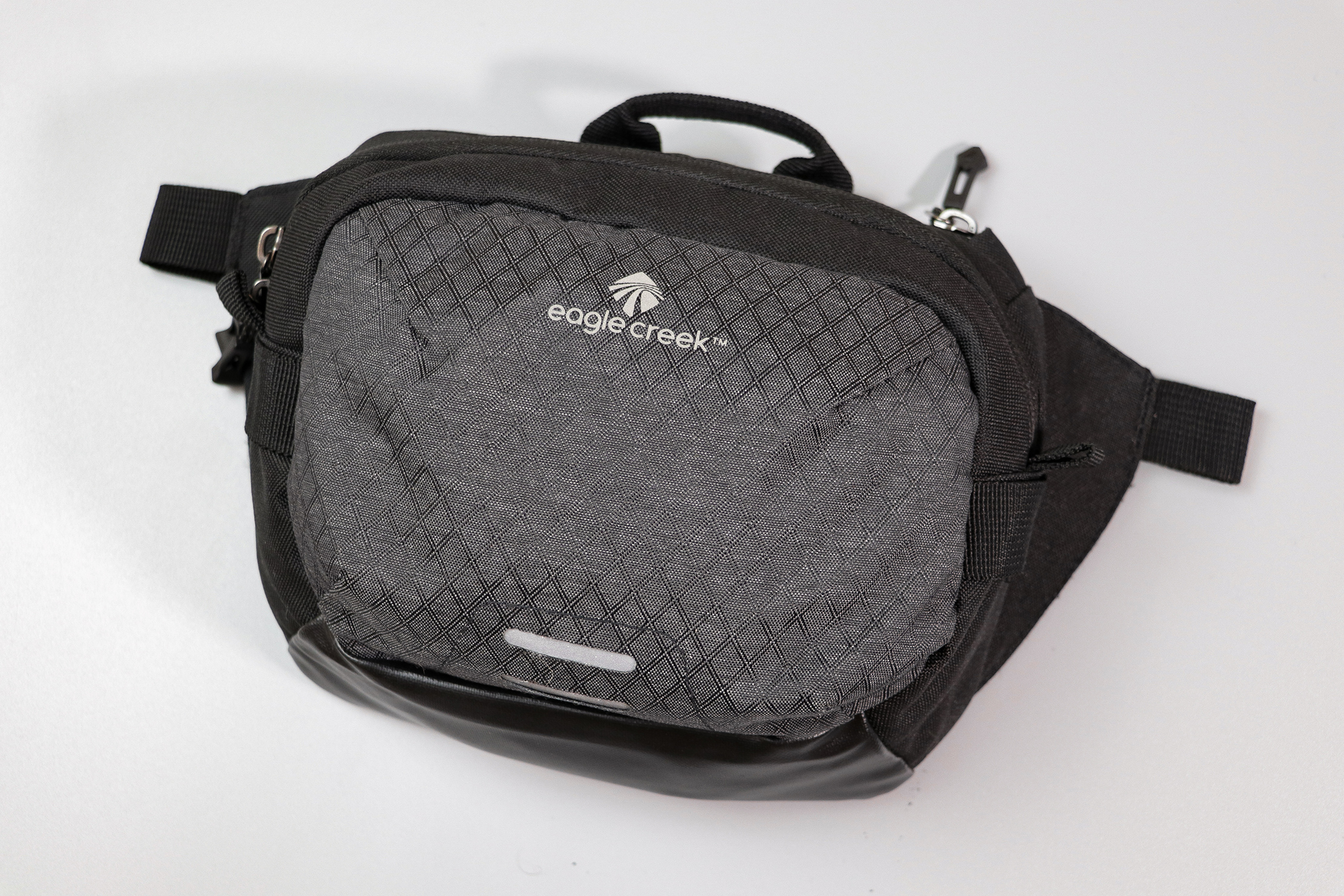 Eagle Creek Wayfinder Waist Pack Logo