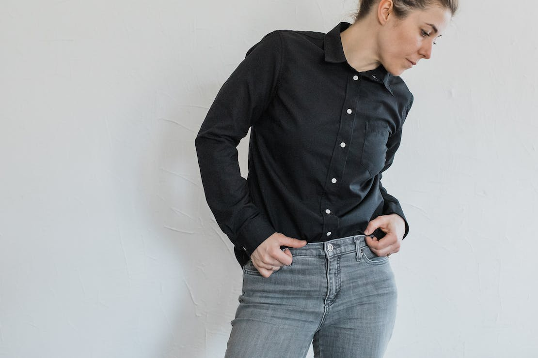 Wool & Prince Women's fitted shirt in black