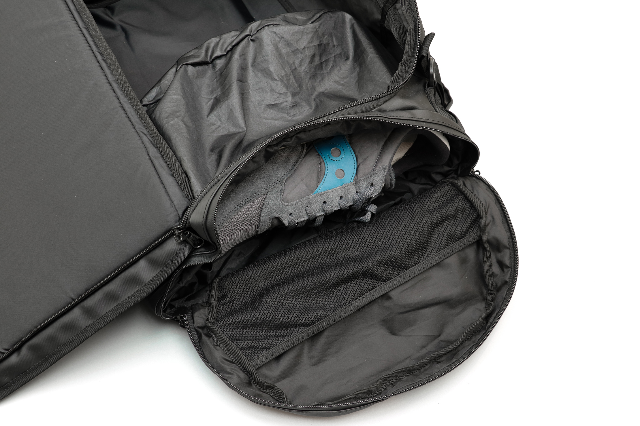 WANDRD HEXAD Carryall Duffel Shoe Compartment