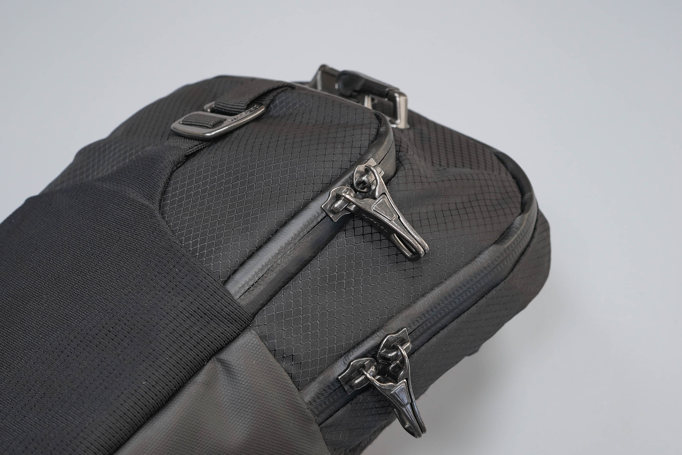 Pacsafe Venturesafe X Anti-Theft Sling Pack Zippers