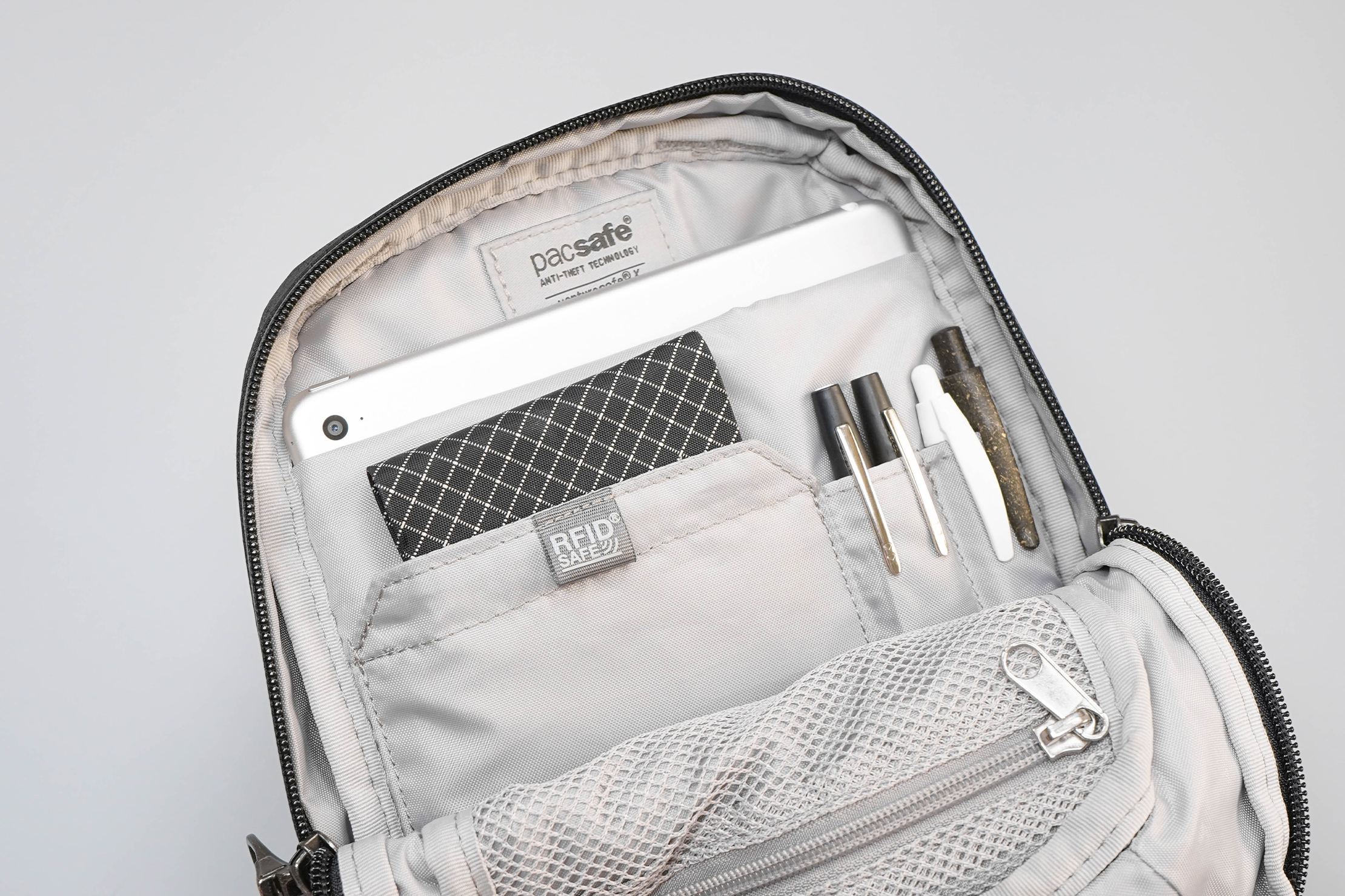 Pacsafe Venturesafe X Anti-Theft Sling Pack Inside Organization