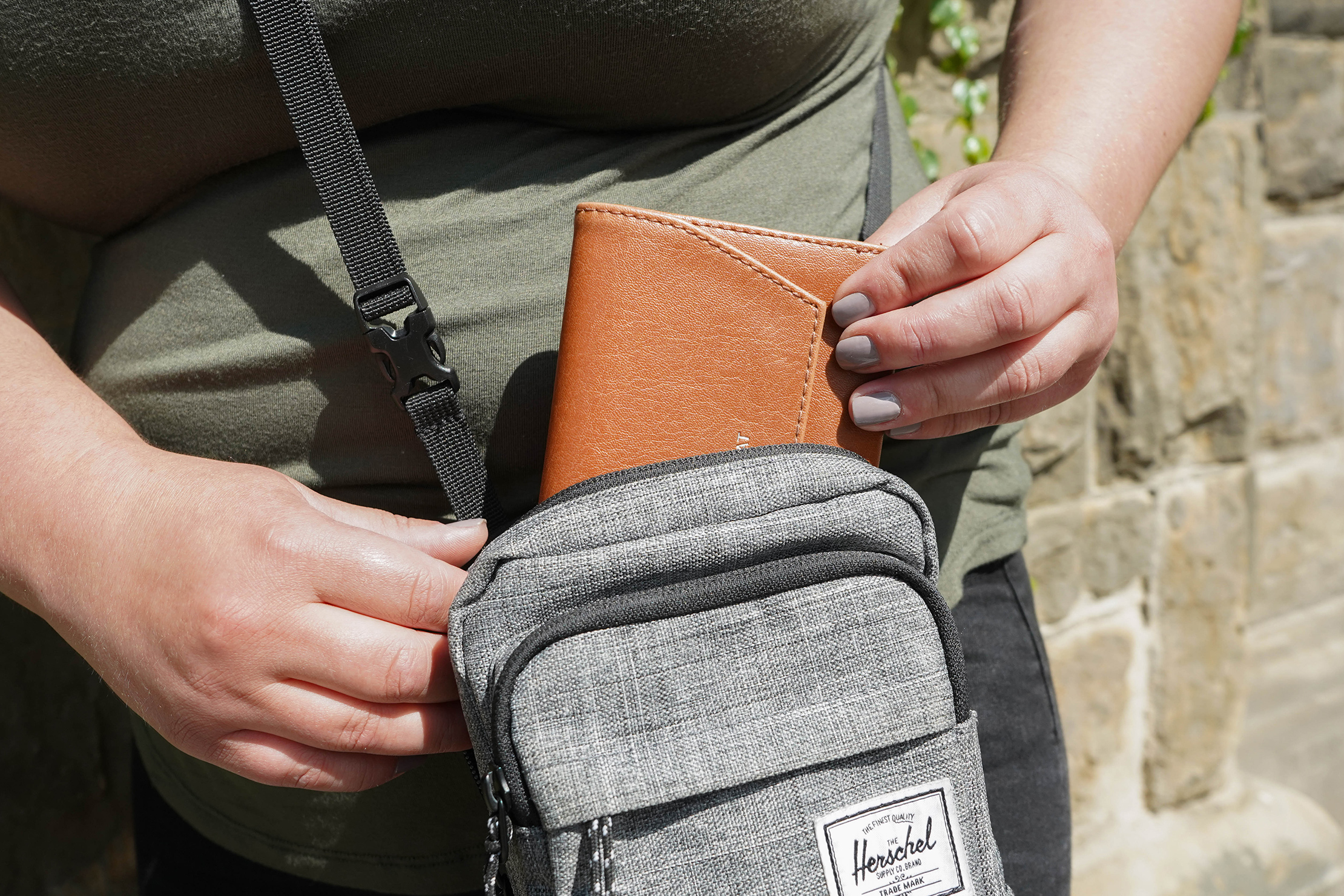 Herschel Supply Co. Form Crossbody Large Wallet