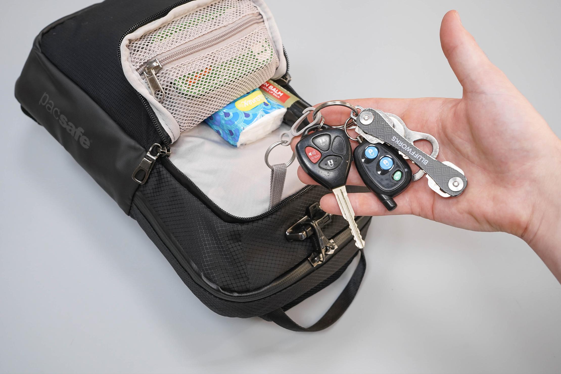Pacsafe Venturesafe X Anti-Theft Sling Pack Key Clip