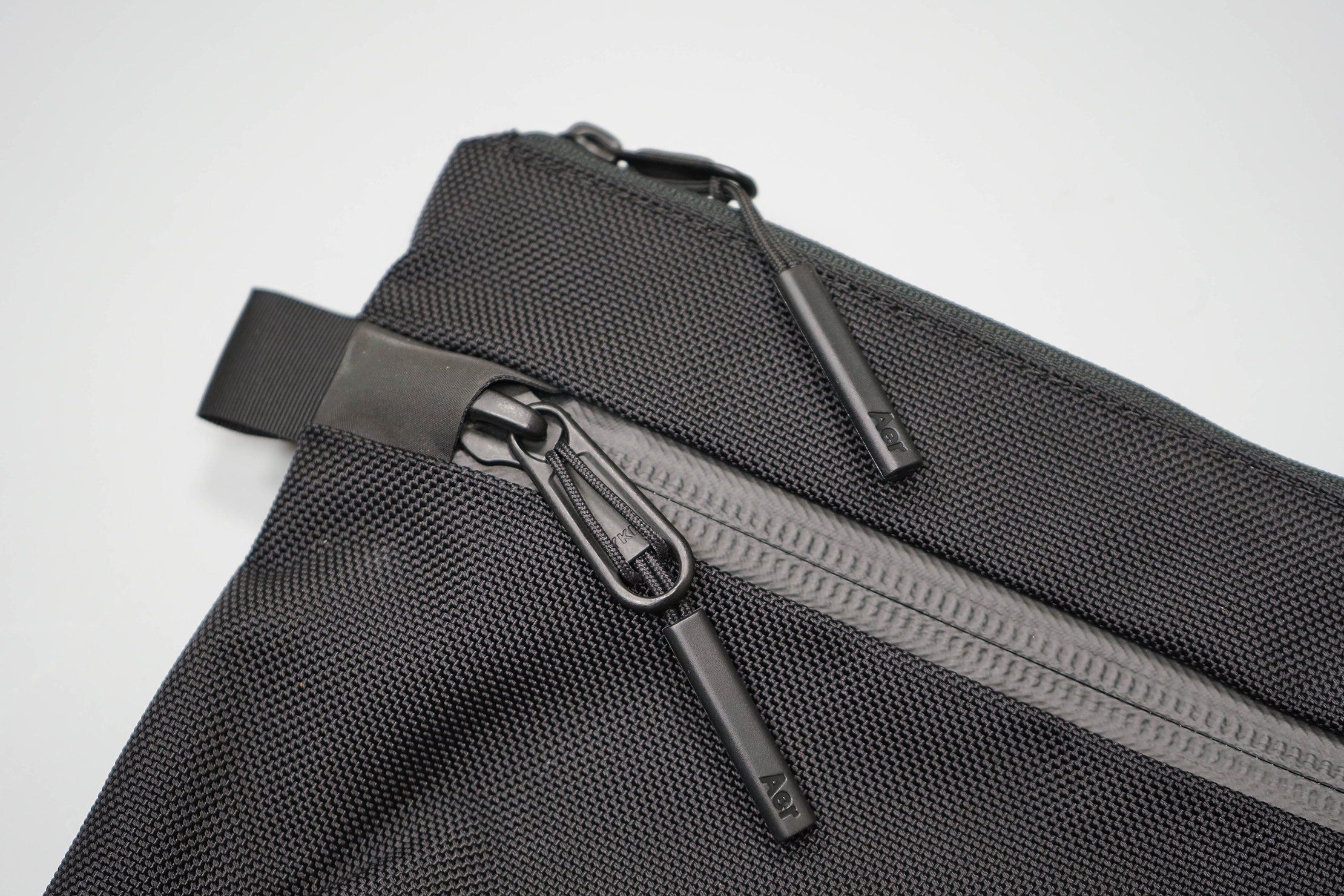 Aer Sling Pouch Zippers