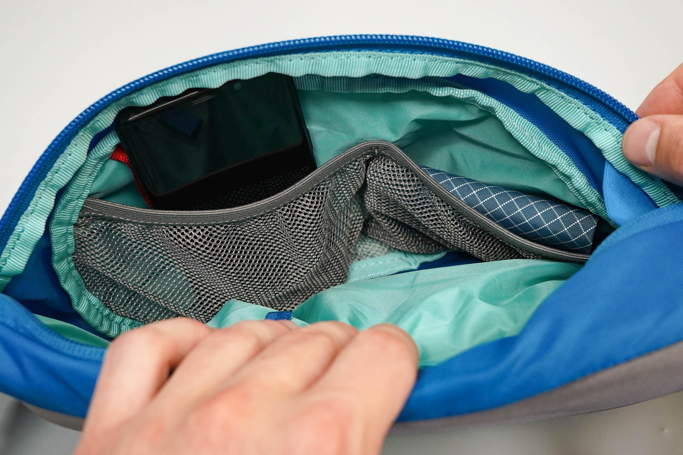 Osprey Daylite Shoulder Sling Inside Mesh Pockets