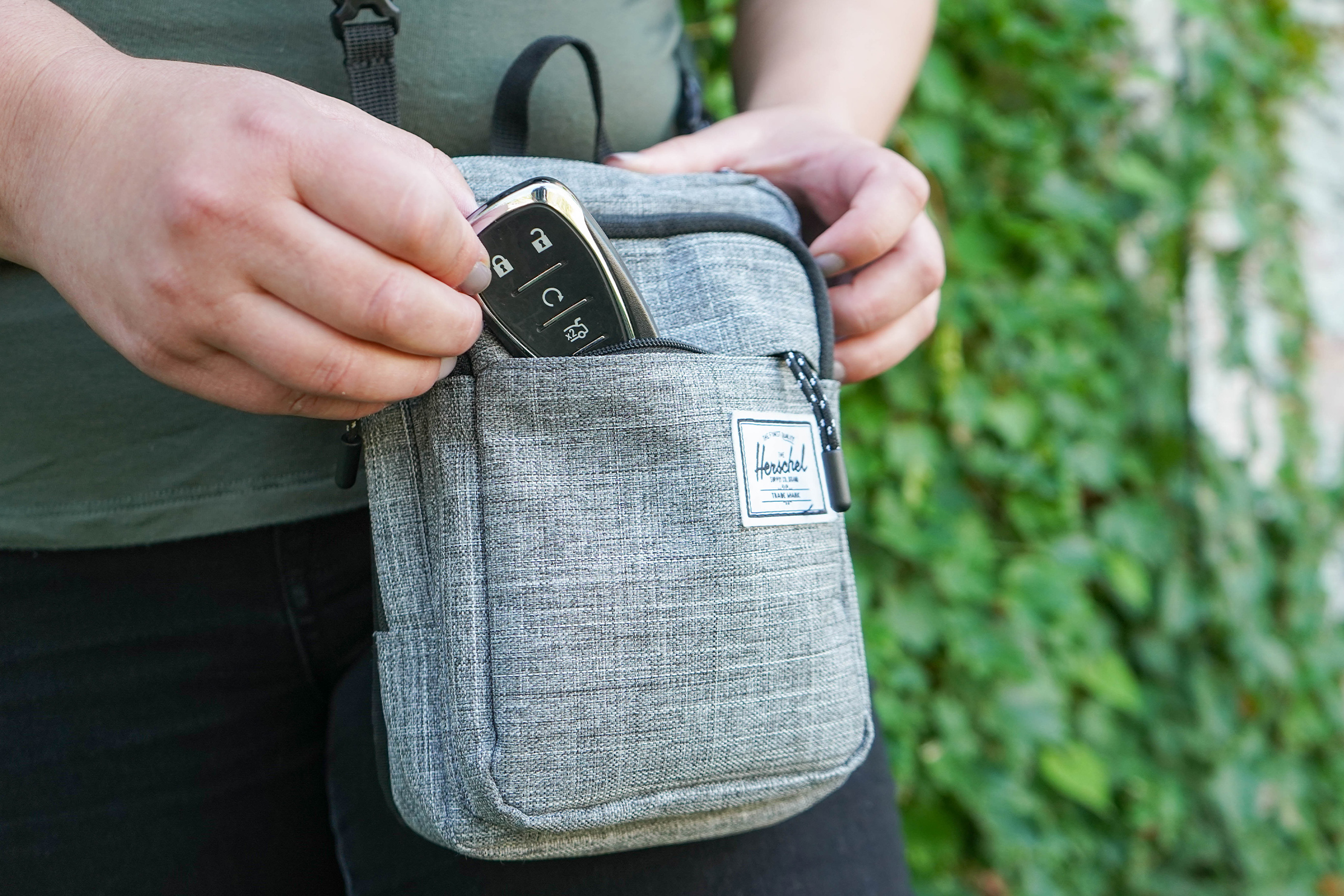 Herschel Supply Co. Form Crossbody Large Front Pocket