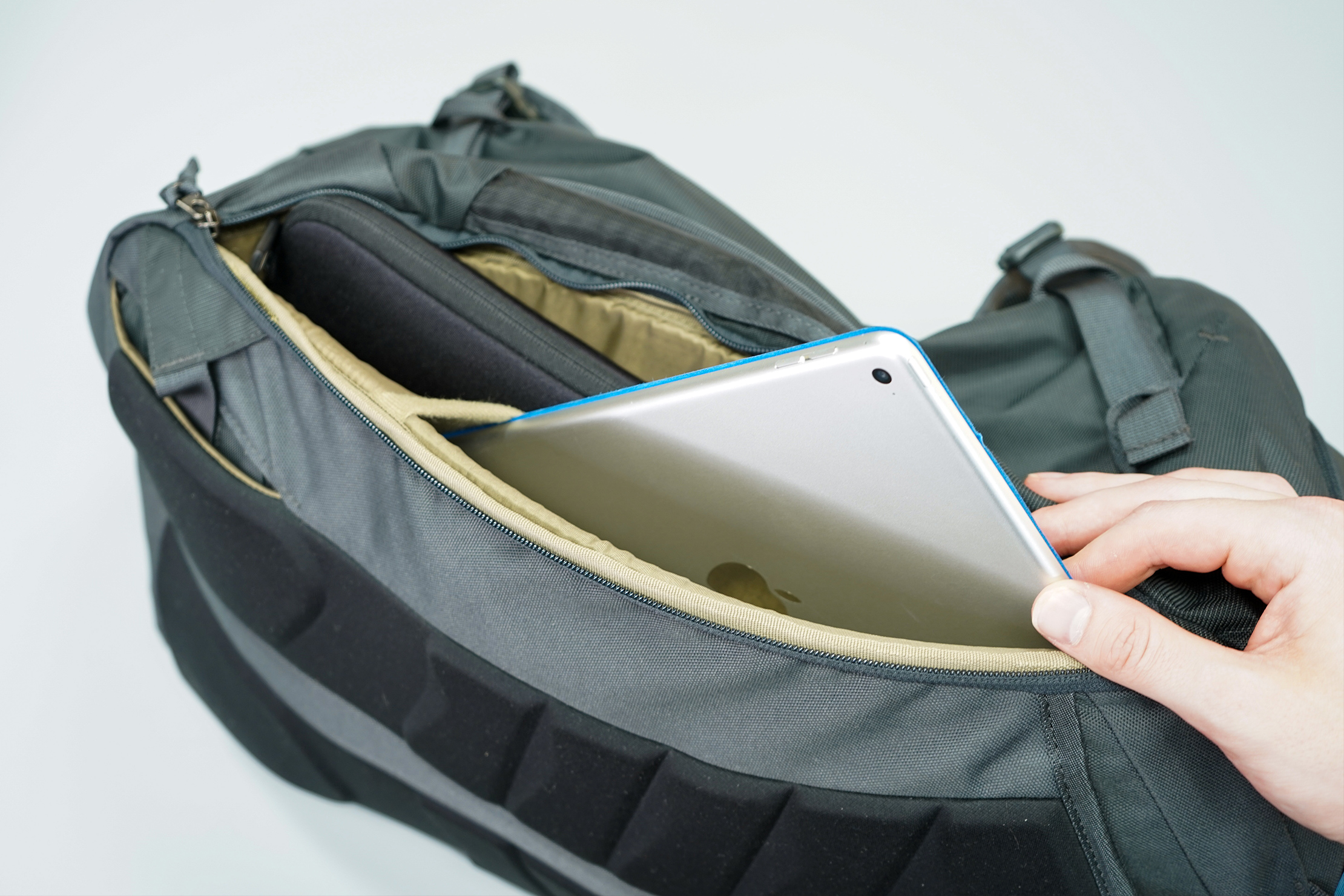 Thule Landmark 40L Laptop Compartment & Tablet Sleeve