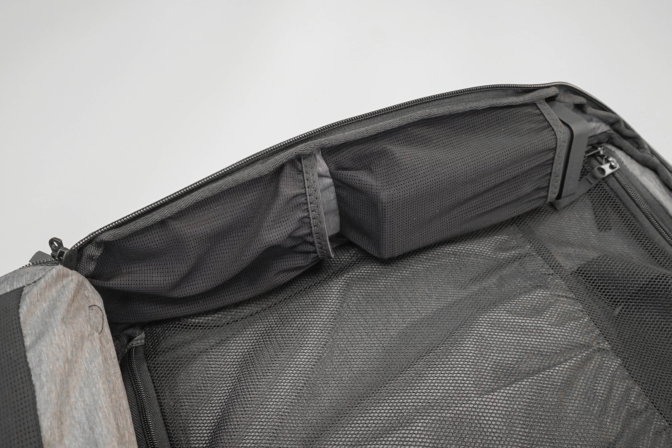 NOMATIC Travel Pack Mesh Pockets In The Main Compartment (Left Side)
