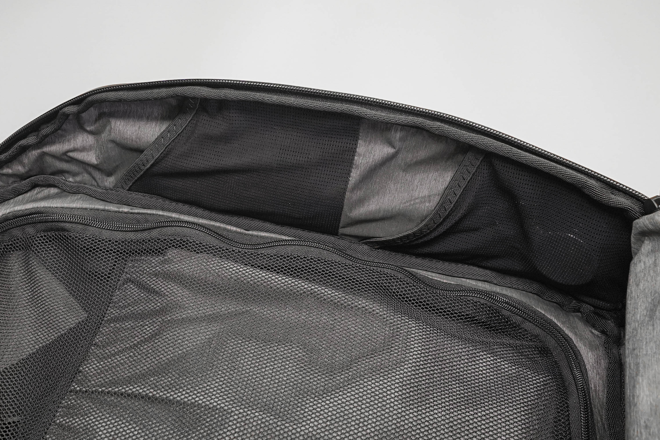 NOMATIC Travel Pack Mesh Pockets In The Main Compartment (Right Side)