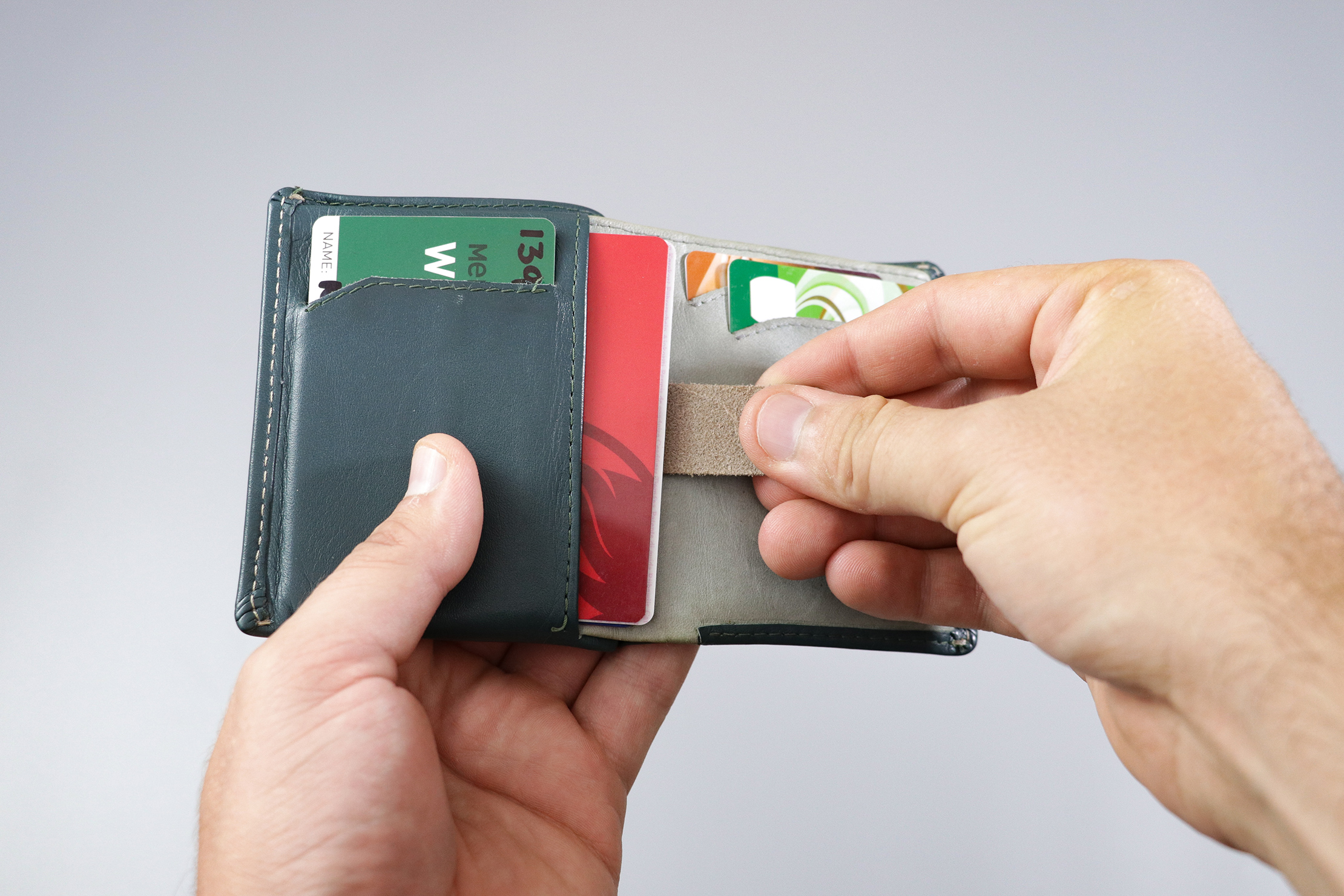 Bellroy Note Sleeve Pull Tab Card Compartment