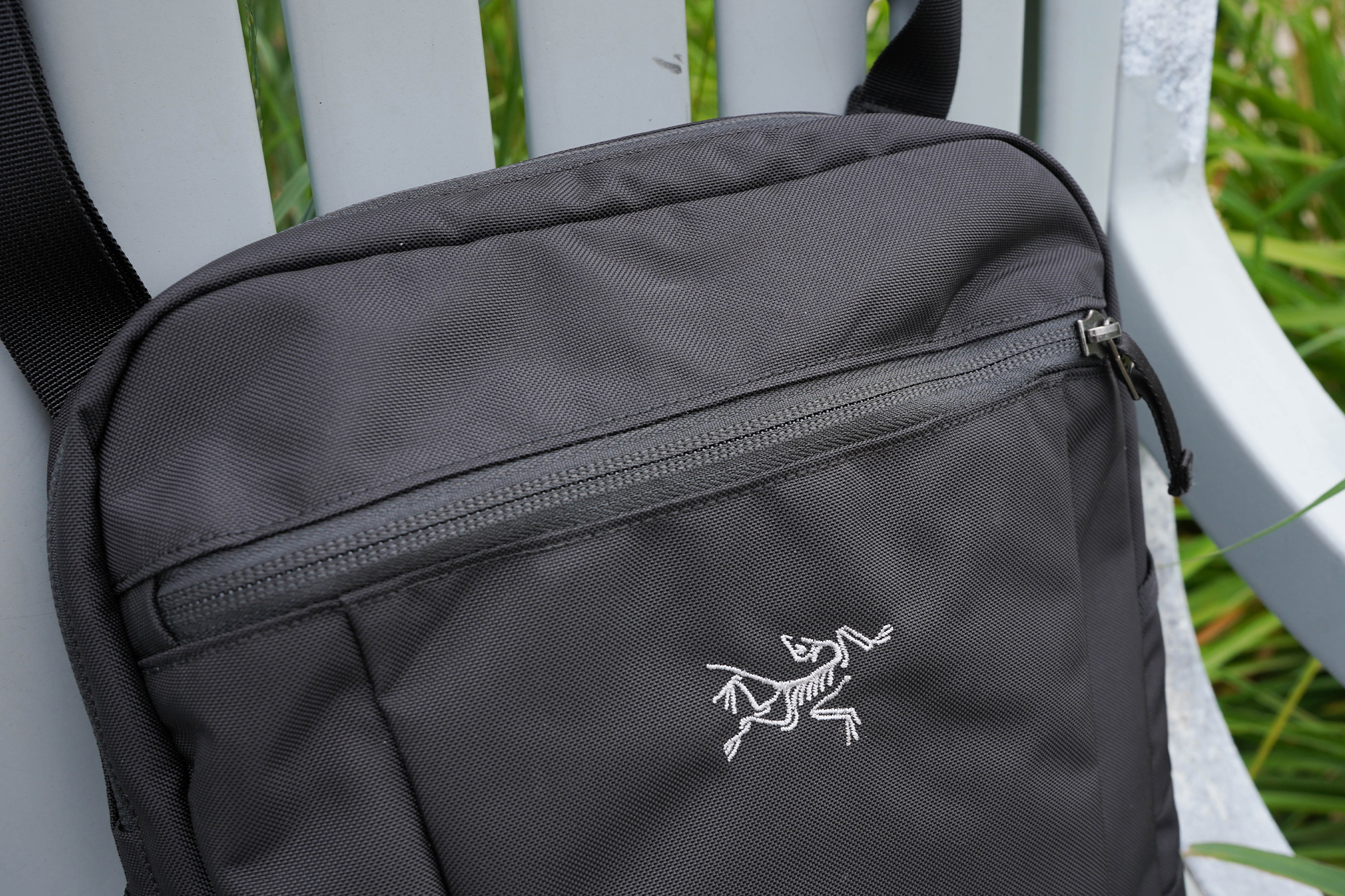 Reverse Coil Zipper on the Arc'teryx Slingblade 4 Shoulder Bag