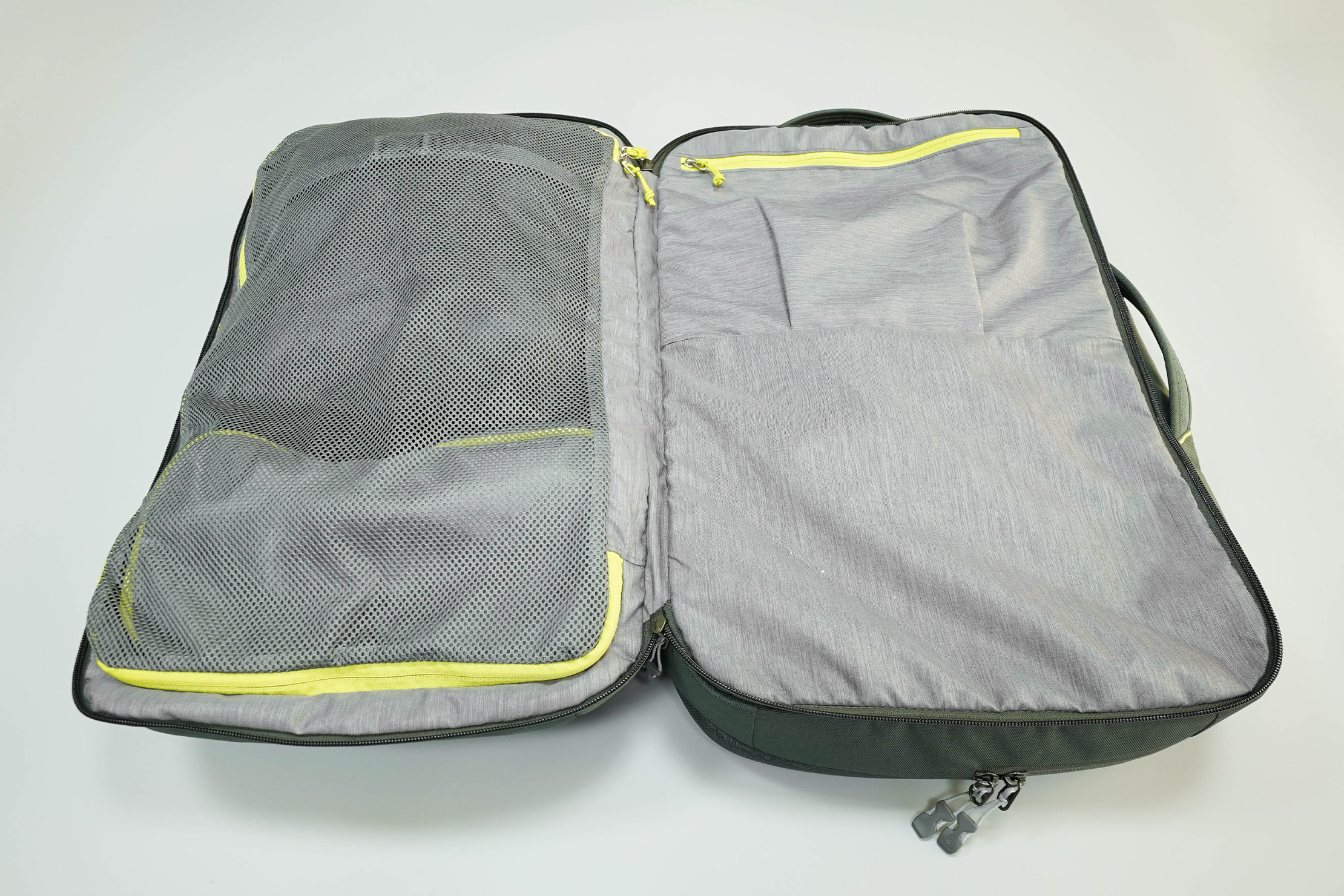 Deuter AViANT Carry On Pro 36 Main Compartment Clamshell Opening