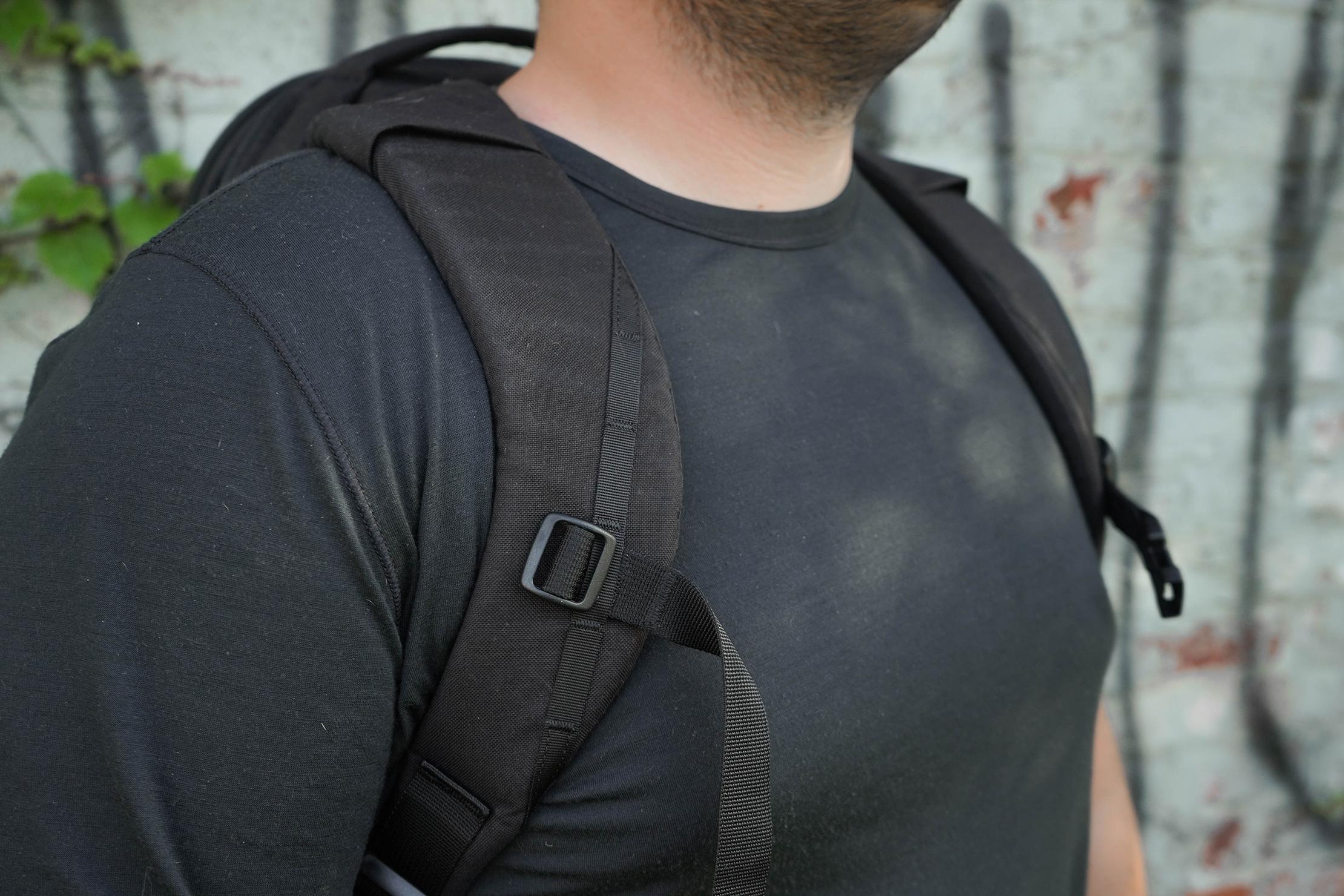 EVERGOODS Civic Half Zip 22 Curved Shoulder Straps