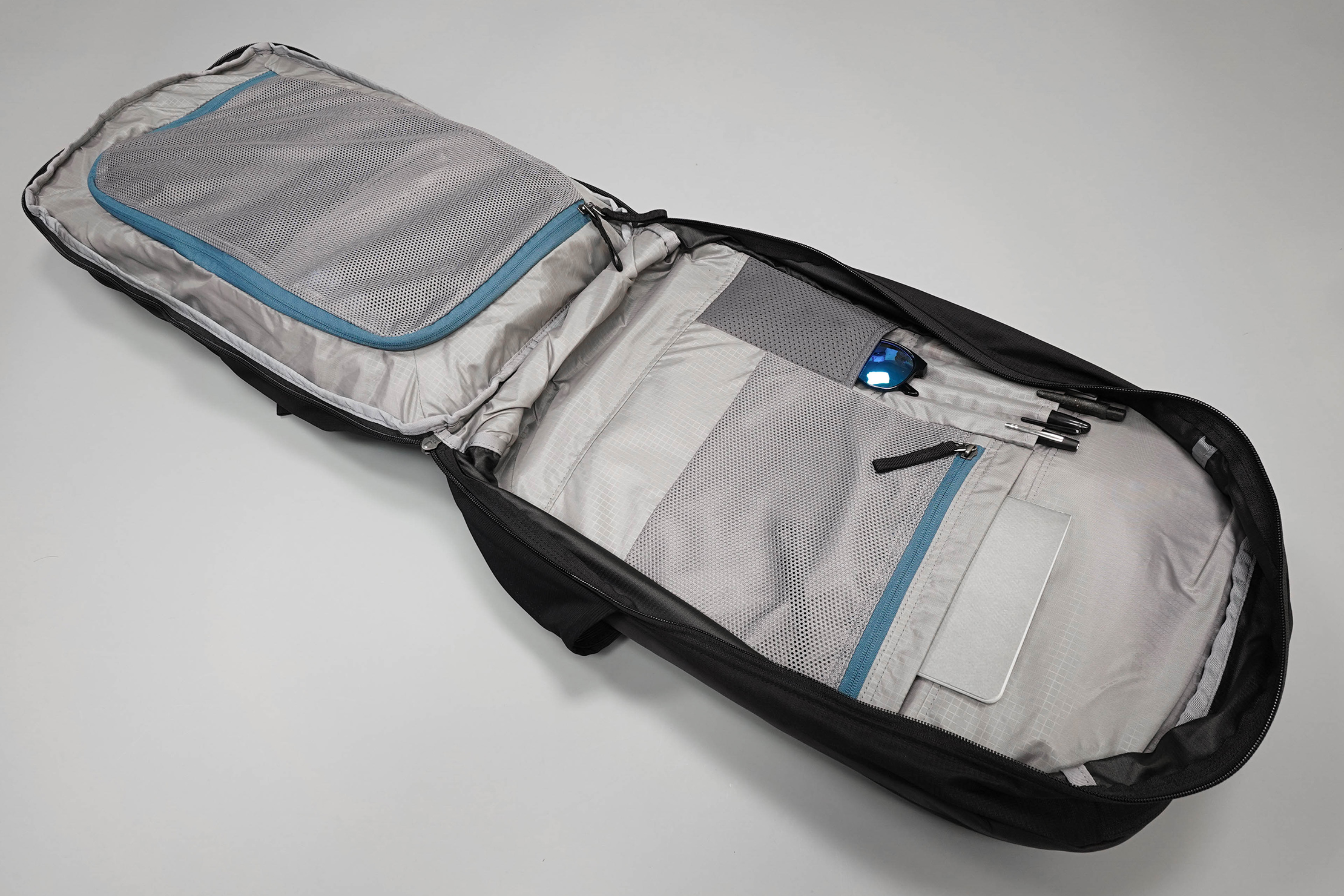 Gregory Border 35 Main Compartment Open Clamshell-Style