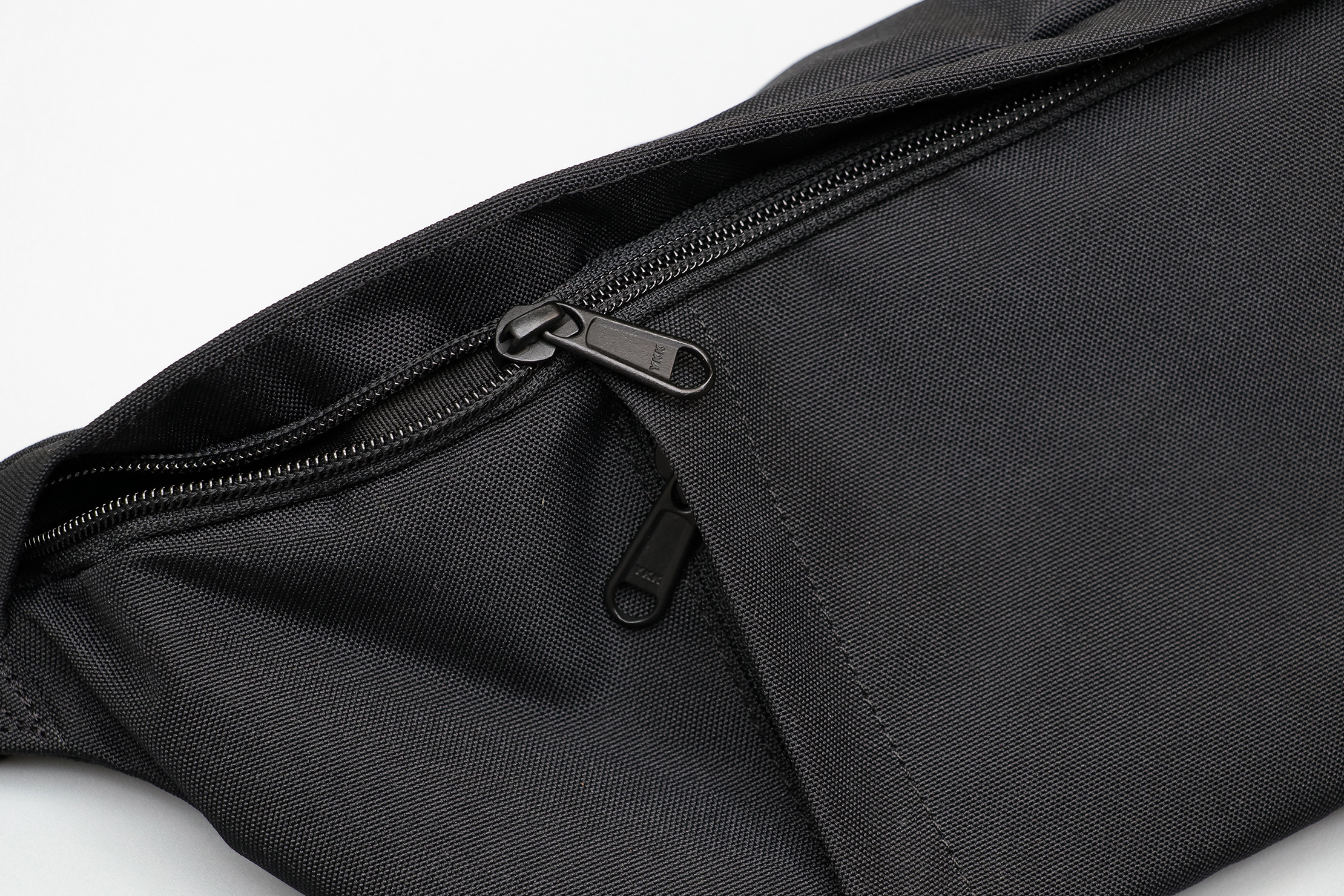 CabinZero Hip Pack 2L Zippers