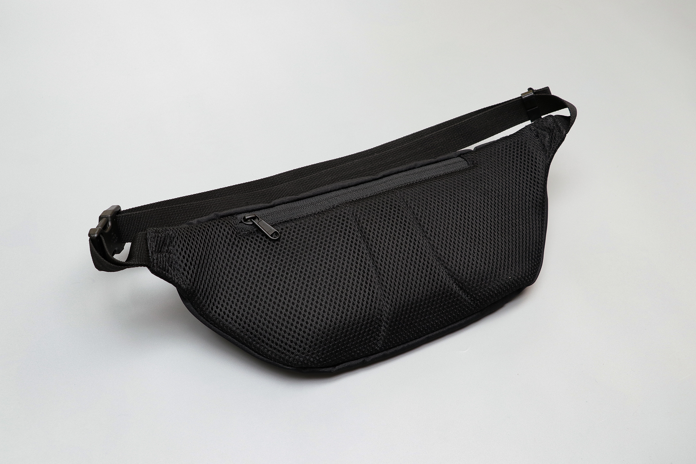 CabinZero Hip Pack 2L Mesh Back Panel
