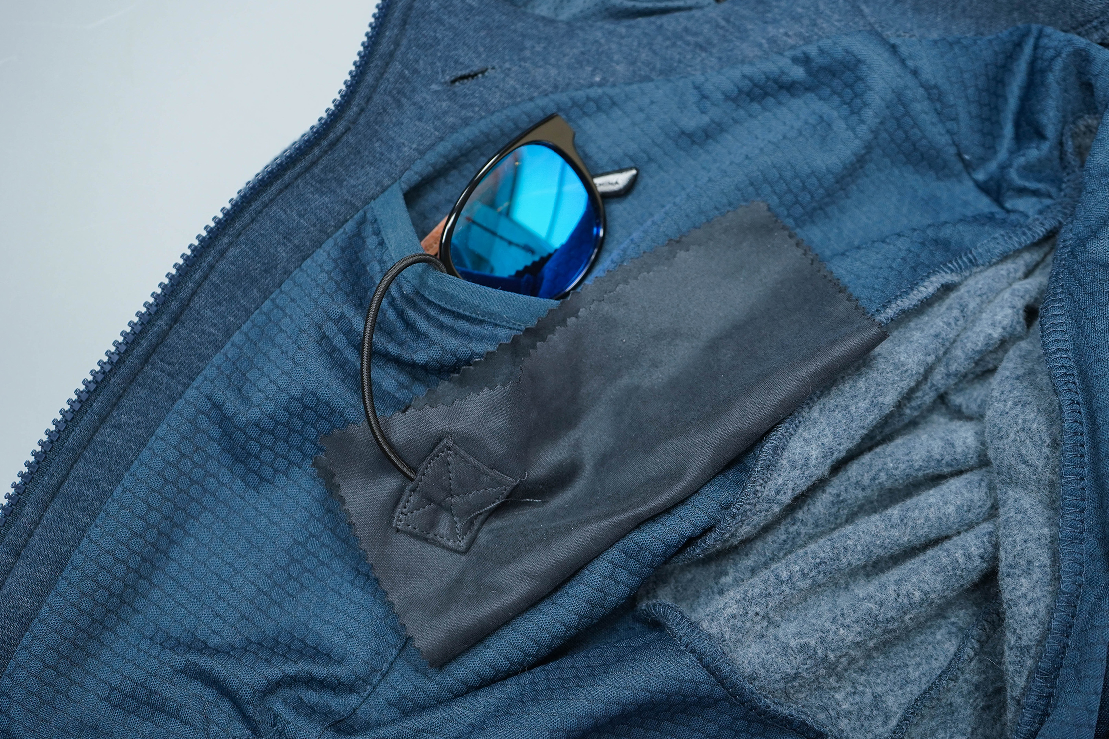 BauBax Sweatshirt 2.0 Sunglasses Pocket