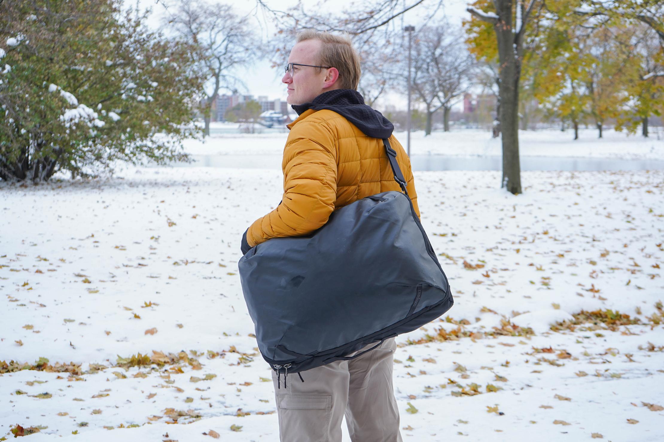Cotopaxi Allpa 42L Messenger Bag Carry