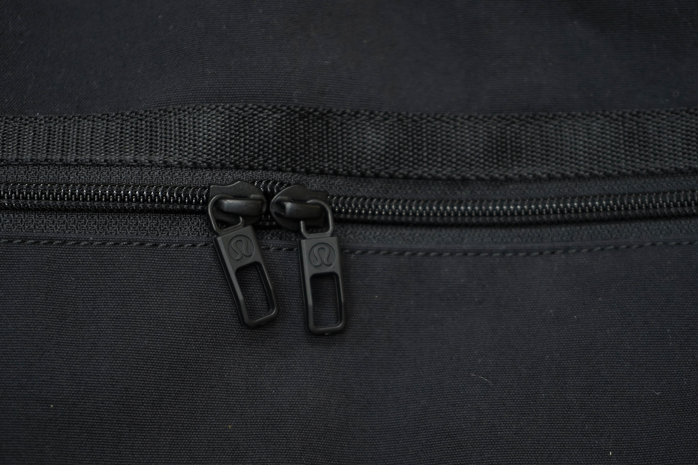 lululemon Command The Day Duffel 37L Zippers