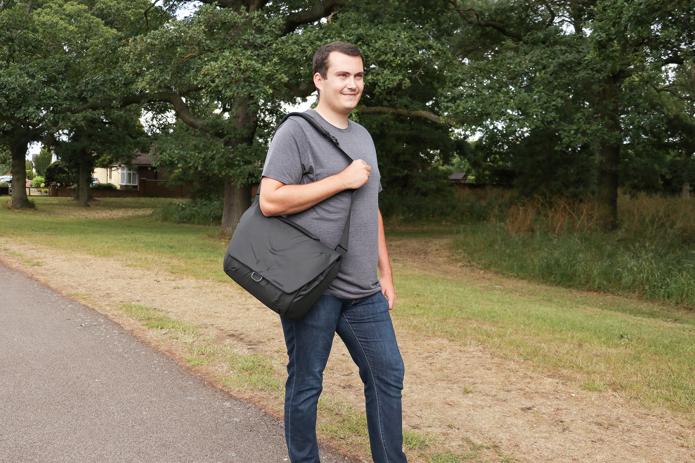 Peak Design Everyday Messenger 13L V2 In Essex England