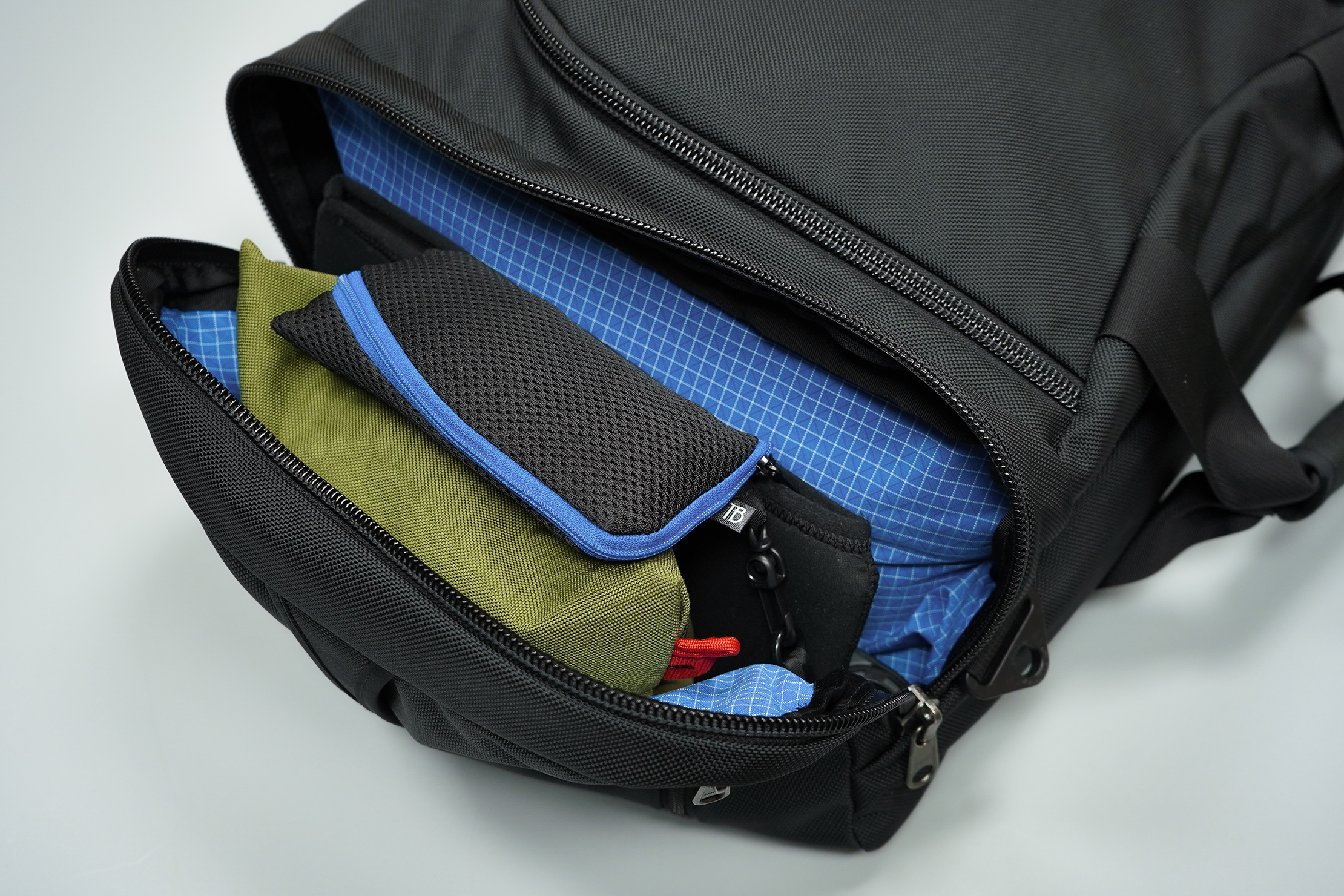 Tom Bihn Aeronaut 45 Side Compartment Packed