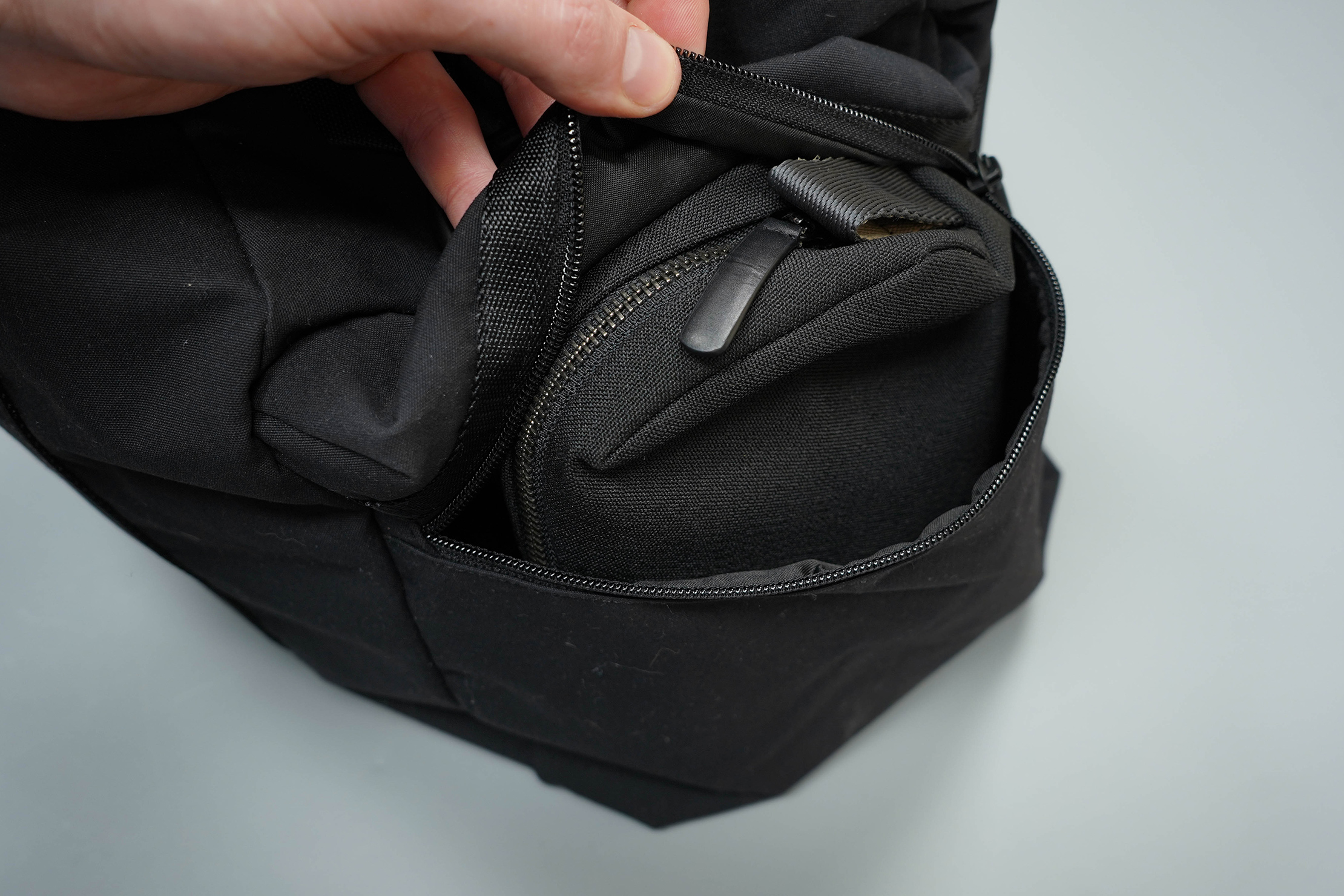 lululemon Command The Day Duffel 37L End Pocket