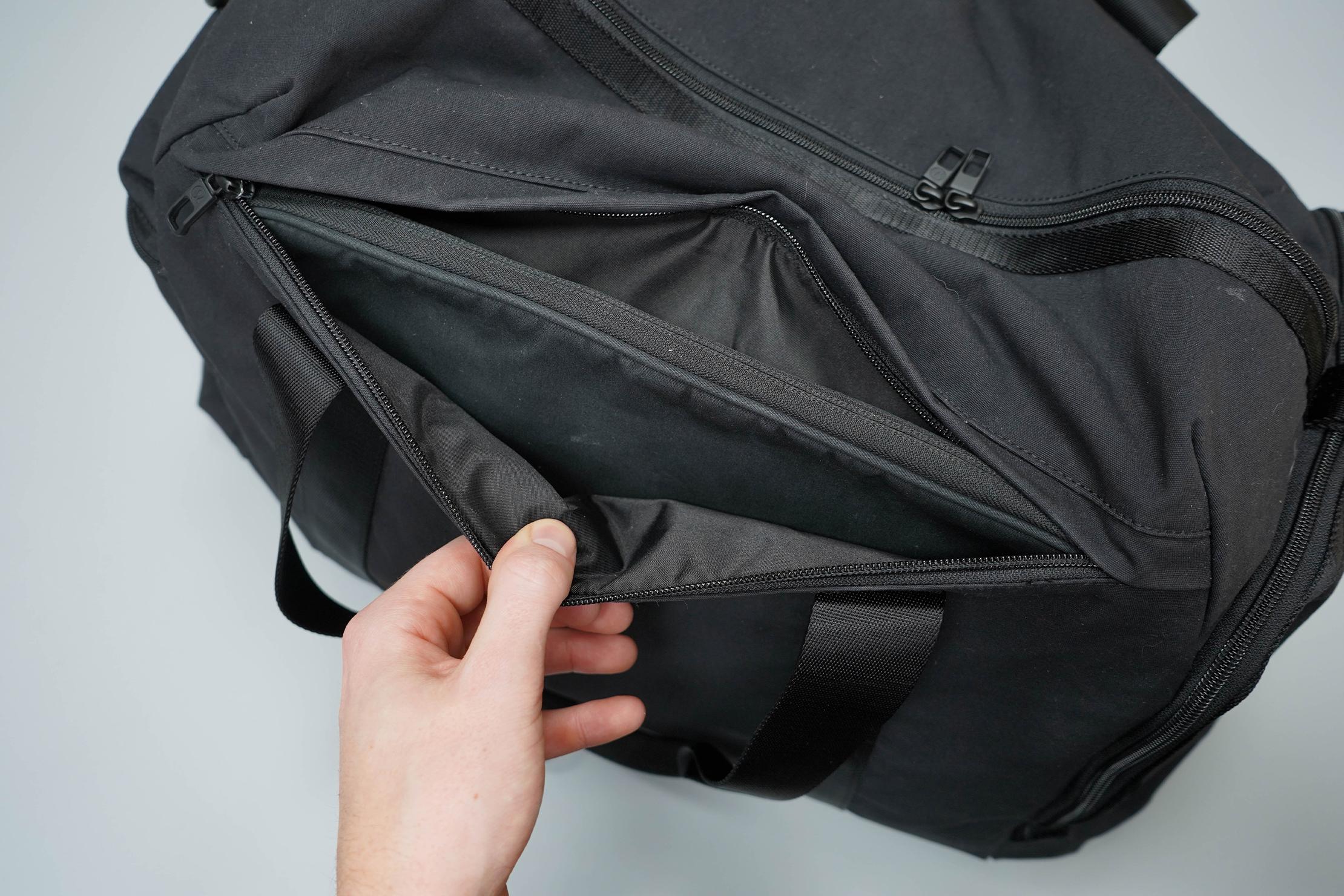 lululemon Command The Day Duffel 37L Laptop Pocket